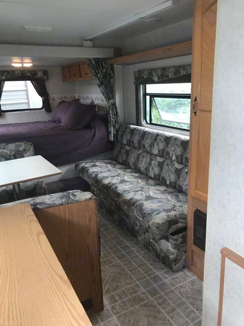 Couch and dinette. SportsmanUltra-light KZ2101 2004