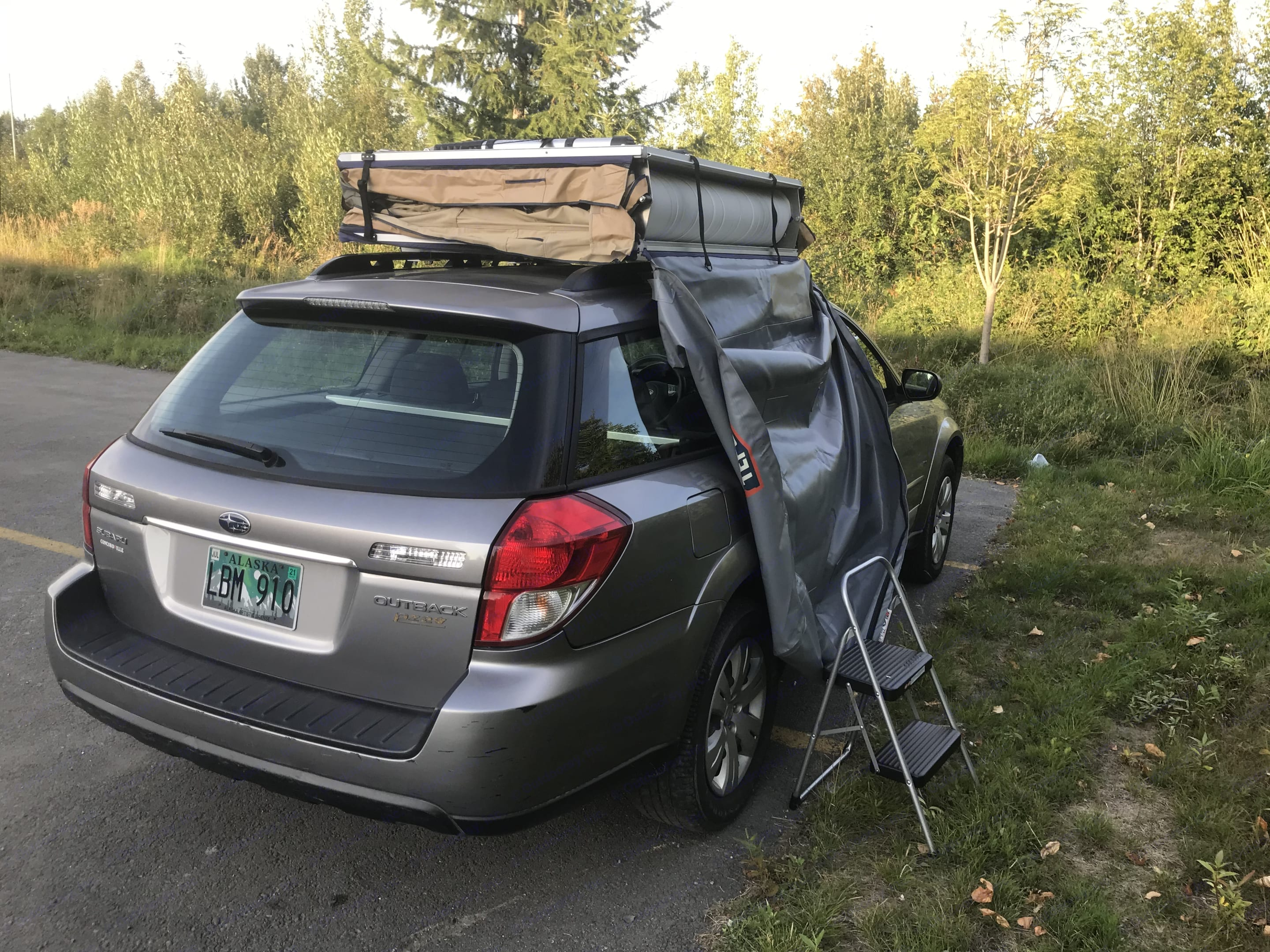 Rooftop tent prior to unfolding. Subaru FORESTER 2009