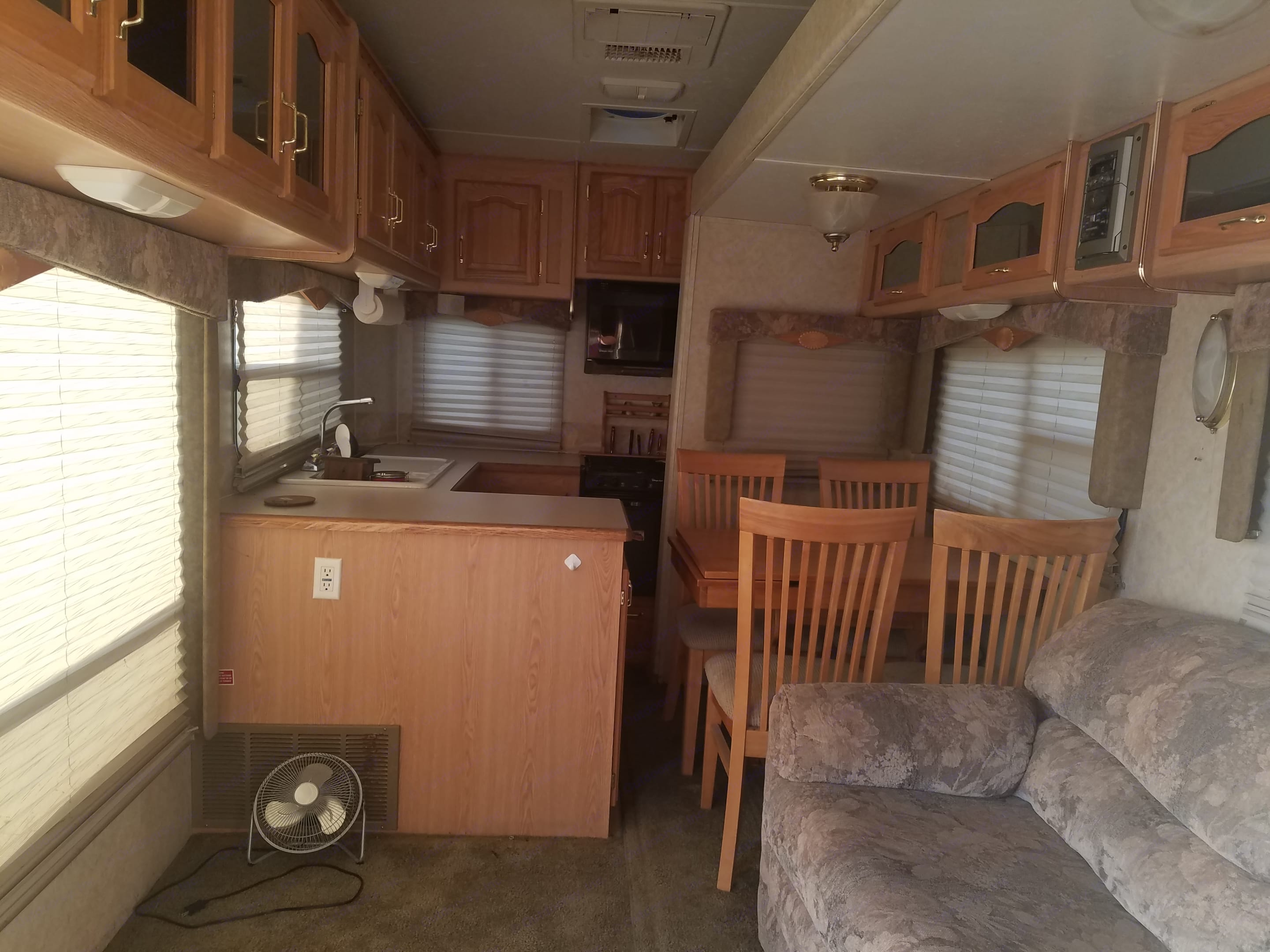Like new. Roomy . Forest River Cardinal 2004