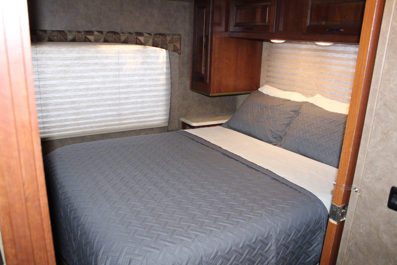 Walkaround Queen Bed. Serta Mattress. Forest River Sunseeker 2015
