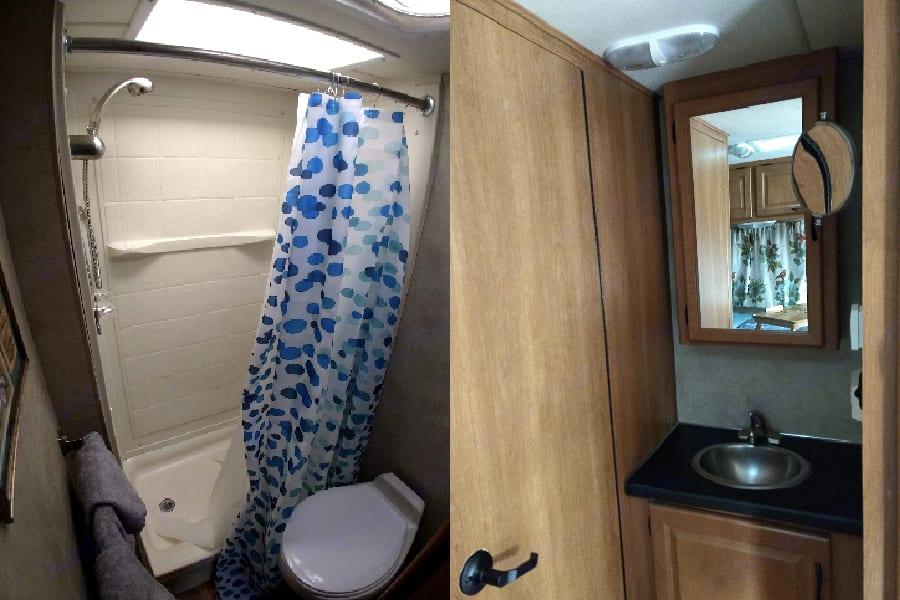 Bathroom & Bathroom Sink. Thor Motor Coach Four Winds Majestic 2012