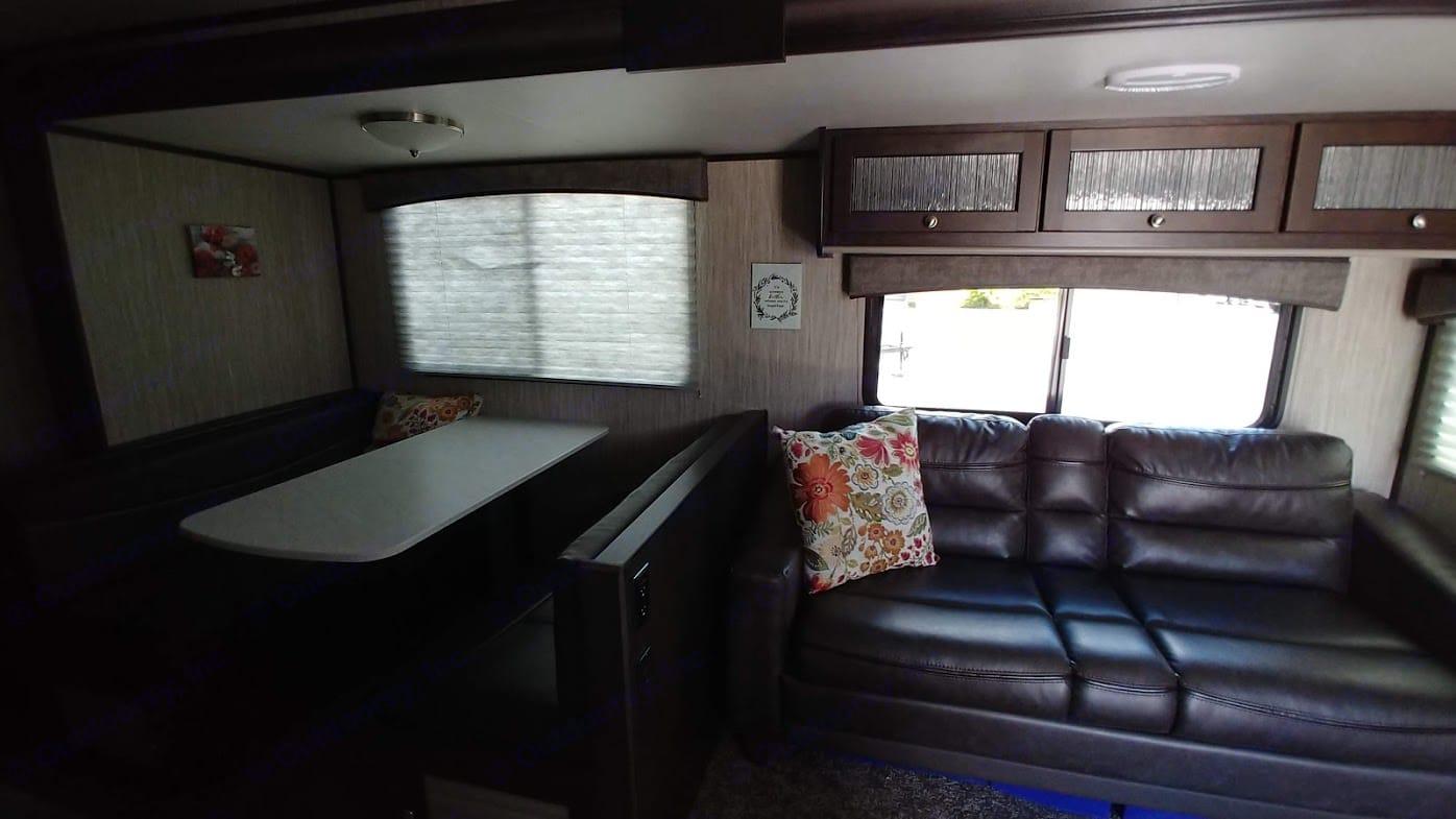 Plenty of room to relax for the whole family.. Heartland Sundance 2020