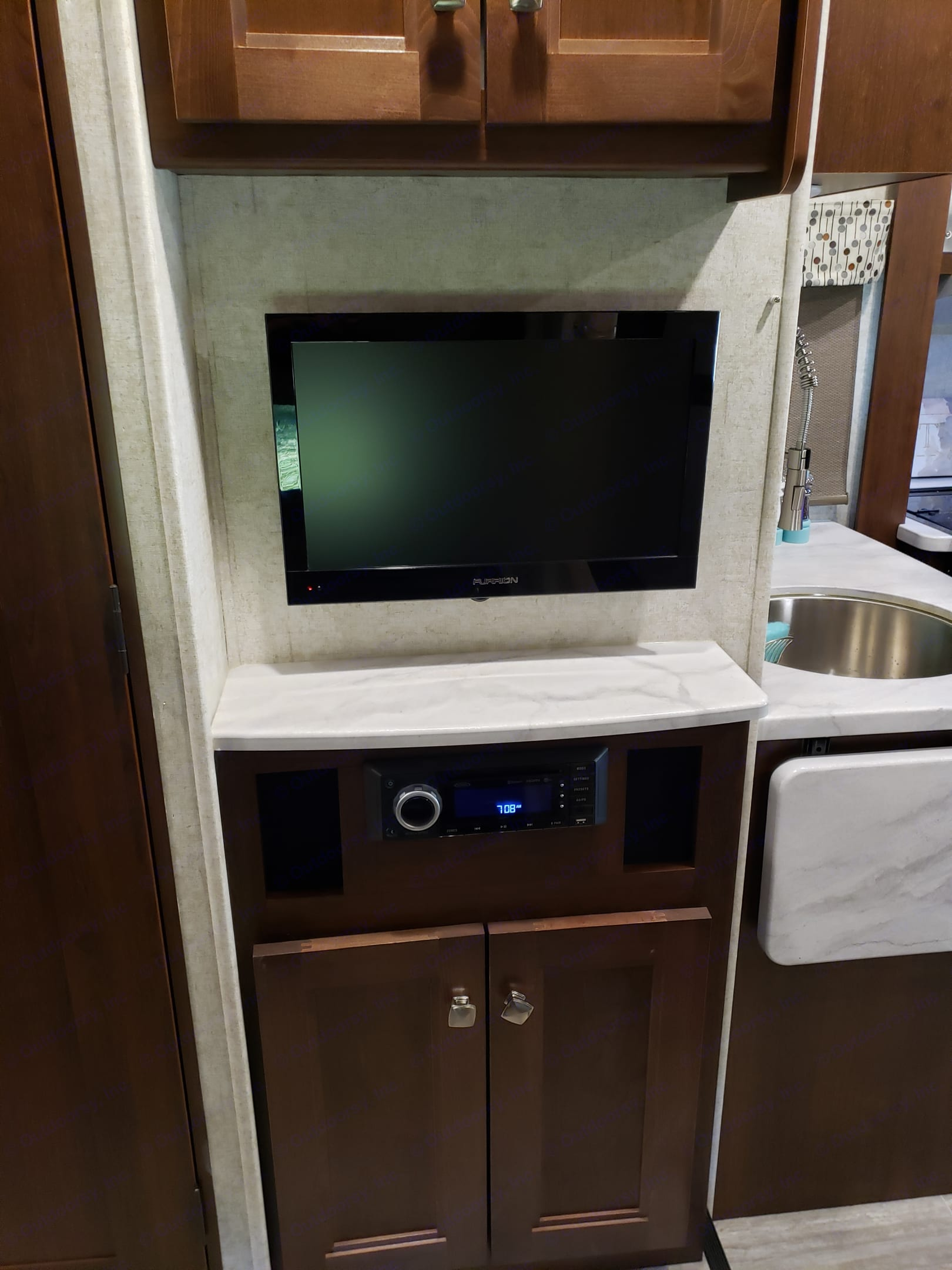Bluetooth and USB Entertainment system with loud speakers throughout the RV INSIDE AND OUT!. Forest river Sun Seeker 2019