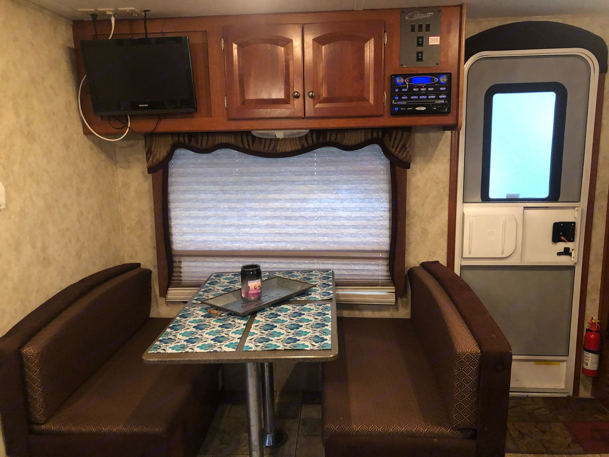 Dinette Table/Double Bed. Keystone Cougar 2010