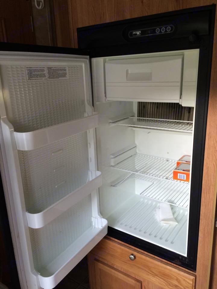 The refrigerator has a small freezer area and runs on either gas or electric.. Jayco Jay Feather Sport 2007