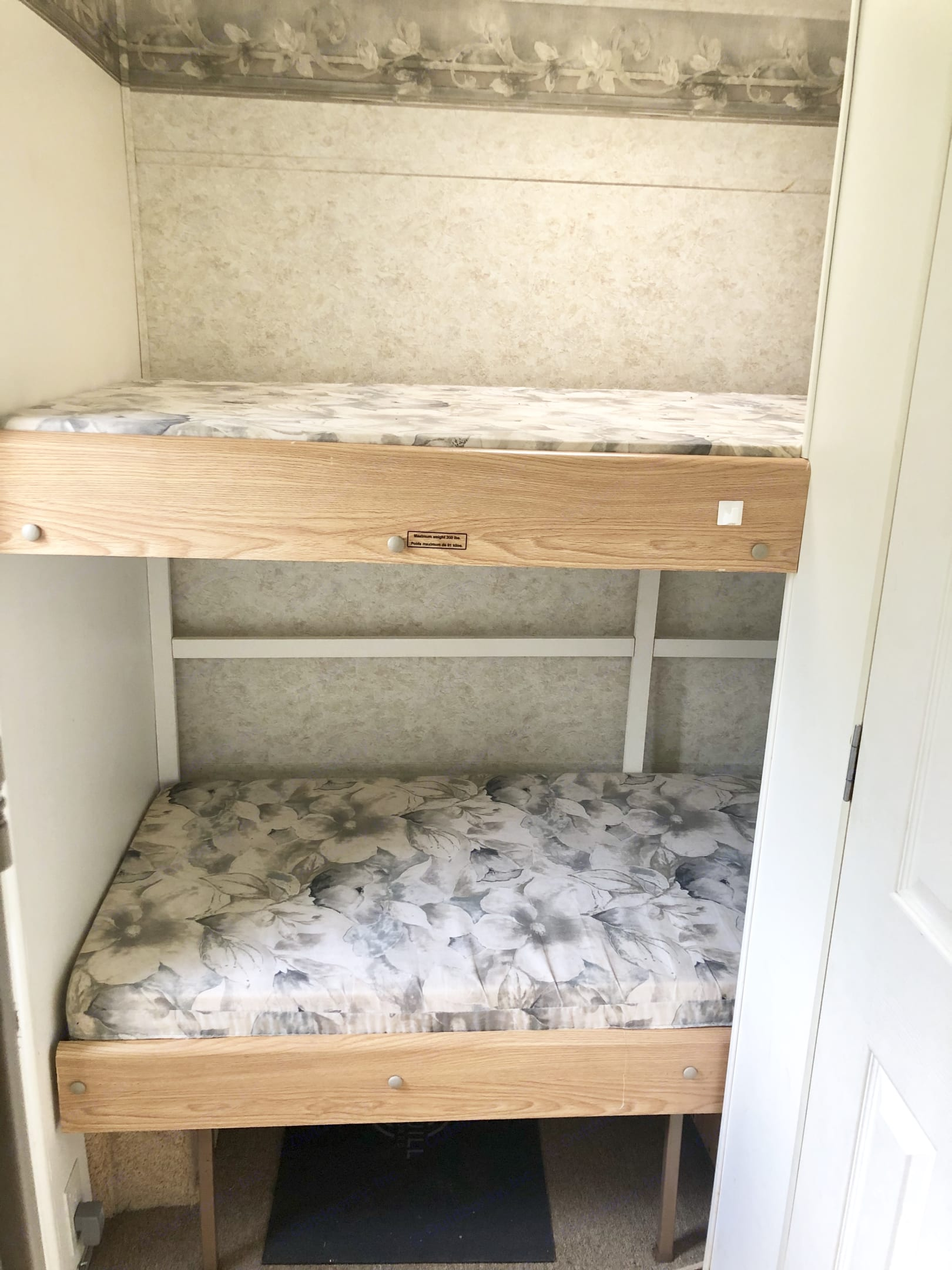 Cot sized bunks for the kids! . Starcraft Aruba 2003