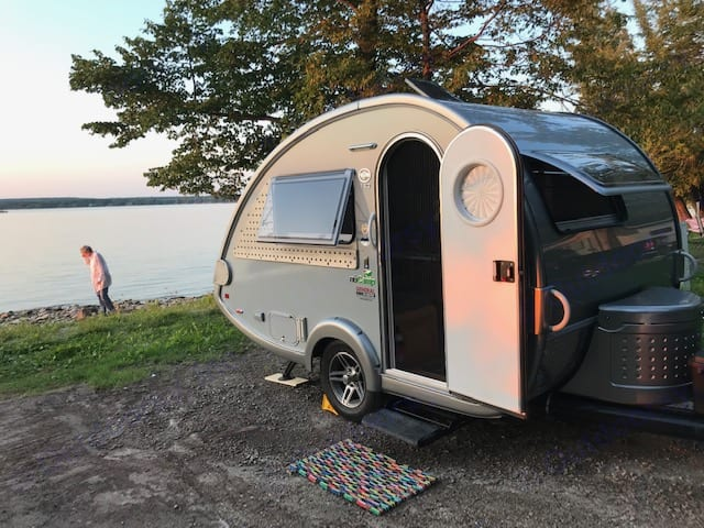 Small but mighty - this beautifully built T@B 320-S weighs less than 2000 lbs and is tow-able by most vehicles.  It is easy to manage and has everything you will need for an enjoyable camping experience.. Pleasant Valley T@B 320 S 2019
