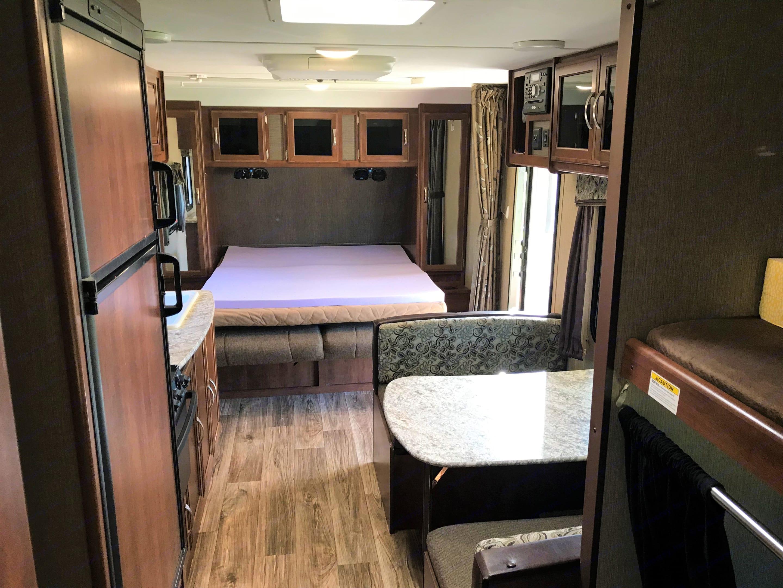Dining & bed down. Keystone Passport 2016