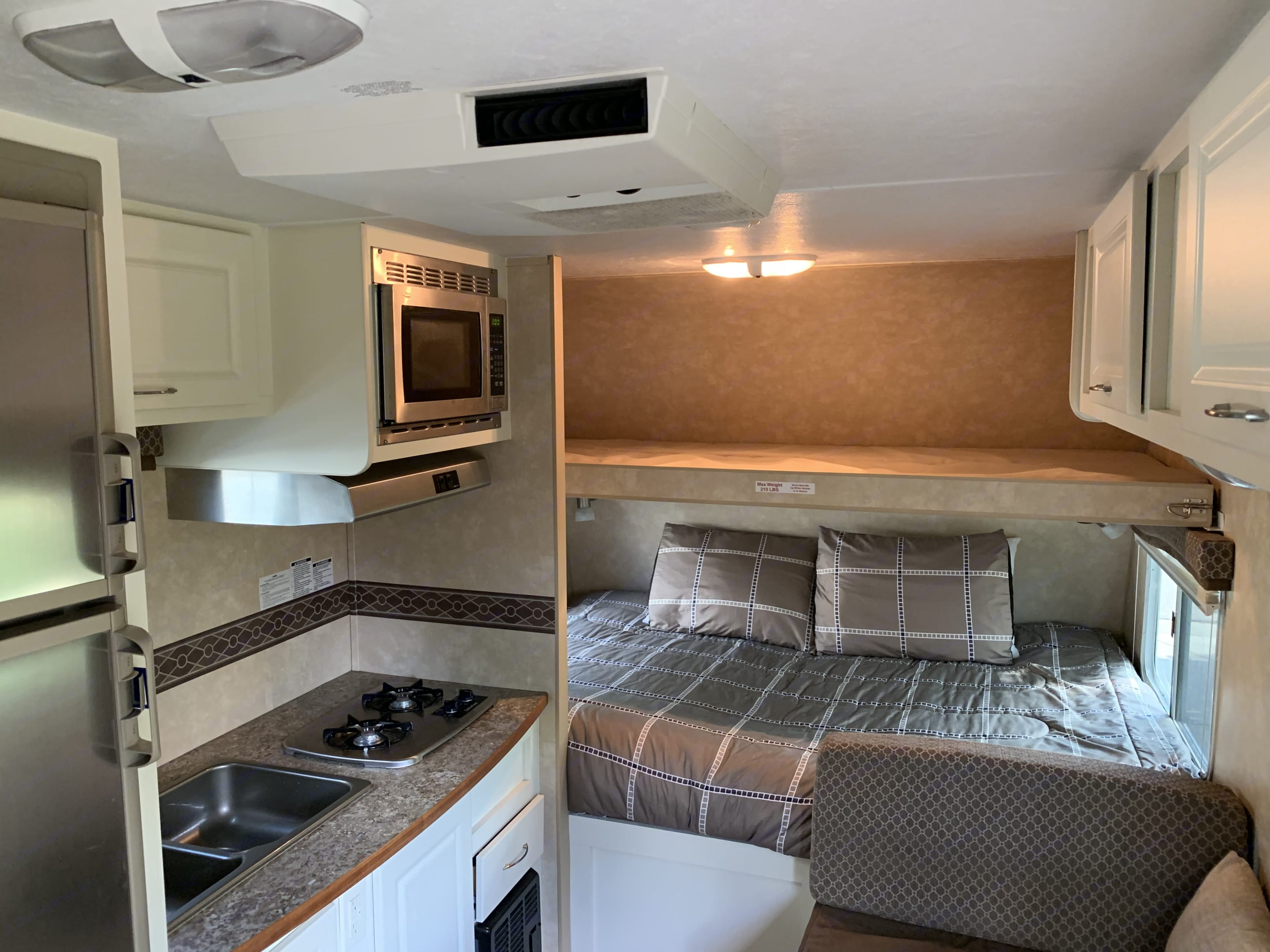 Queen size bed with full size bunk. Cruiser Rv Corp Shadow Cruiser 2010