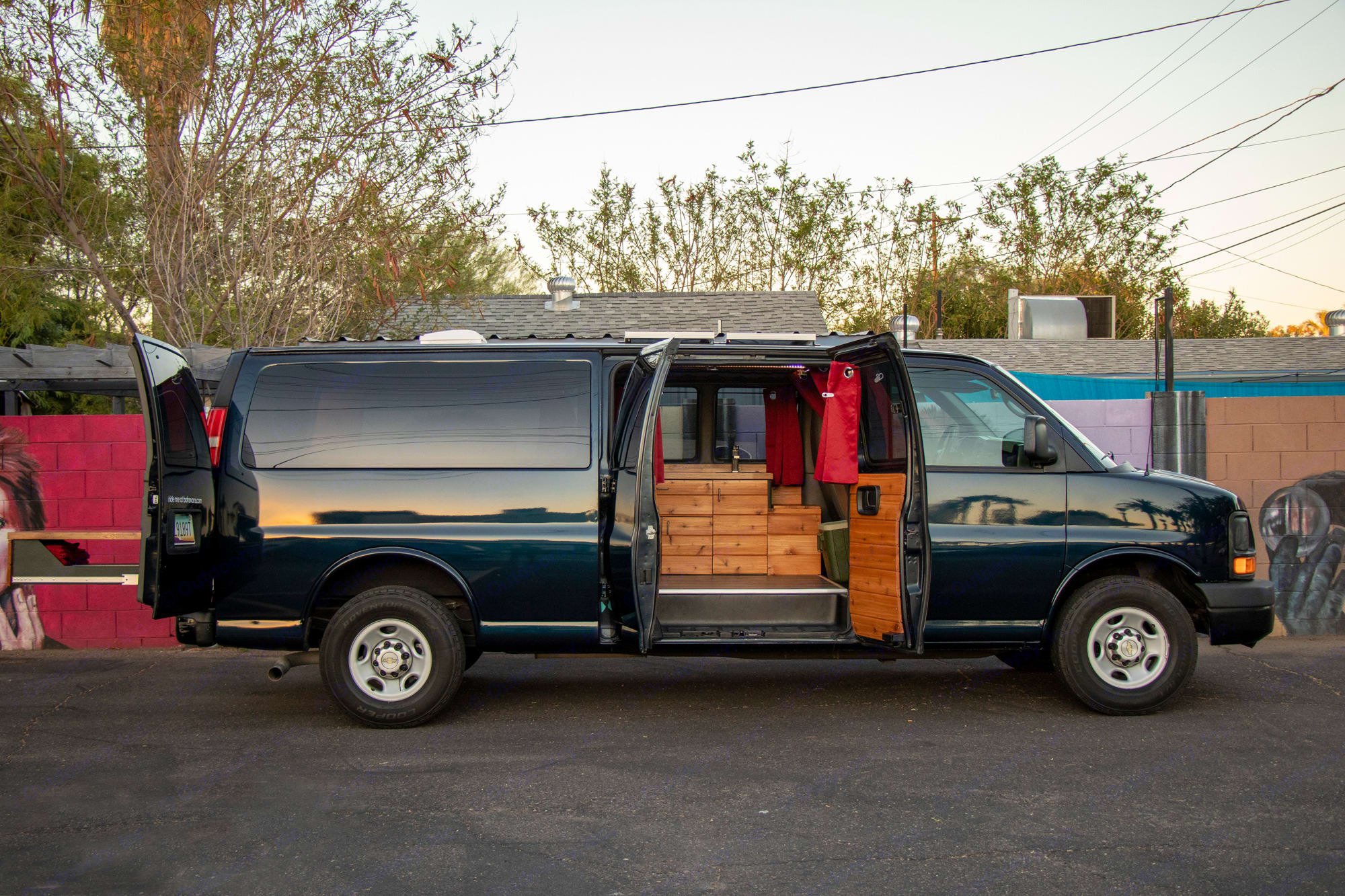 Chevrolet Express 3500 LS Extended 2011