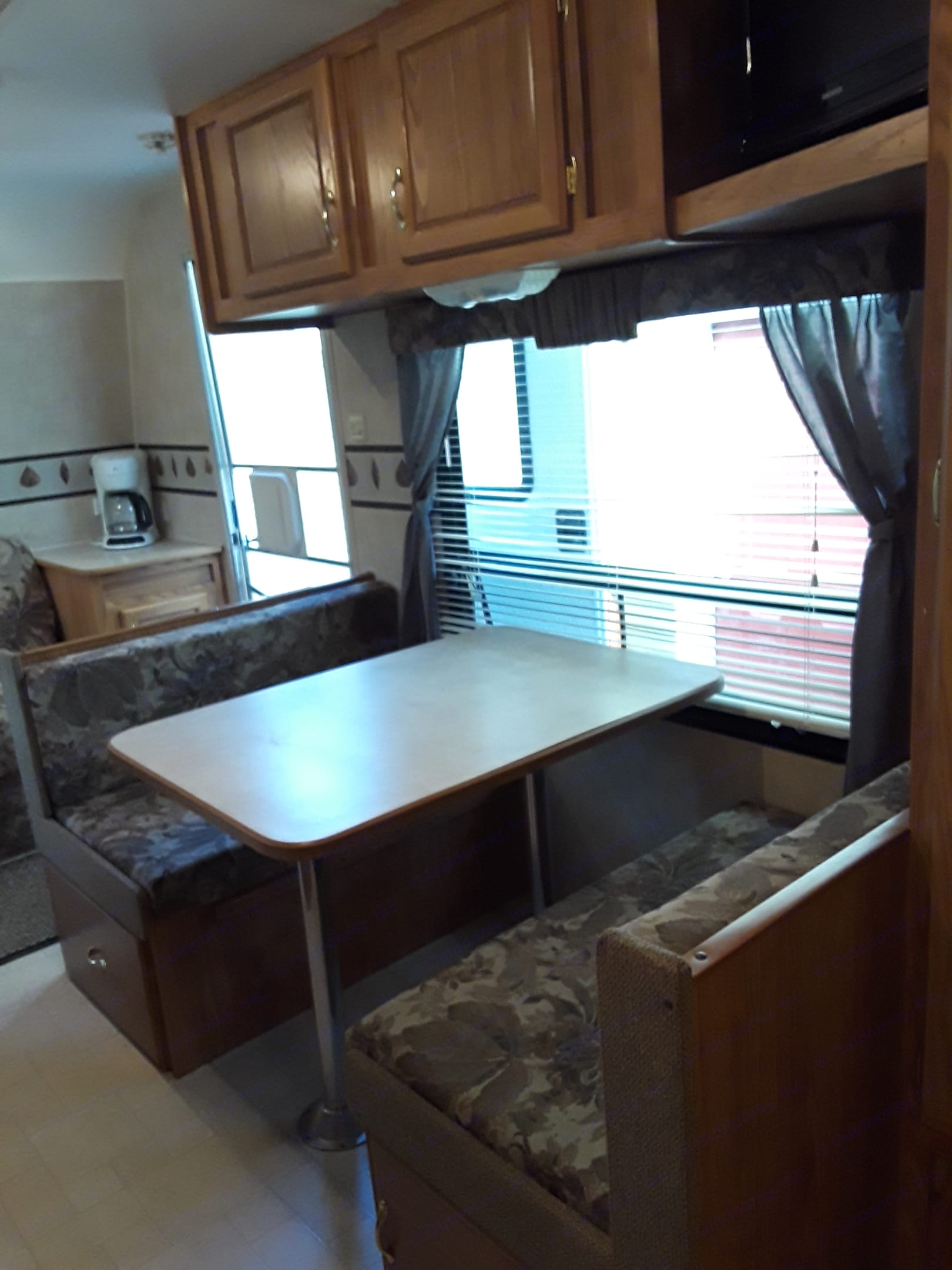 Dinette easily folds down into a bed. TV and storage space. Great natural light. . Fleetwood Pioneer 2004
