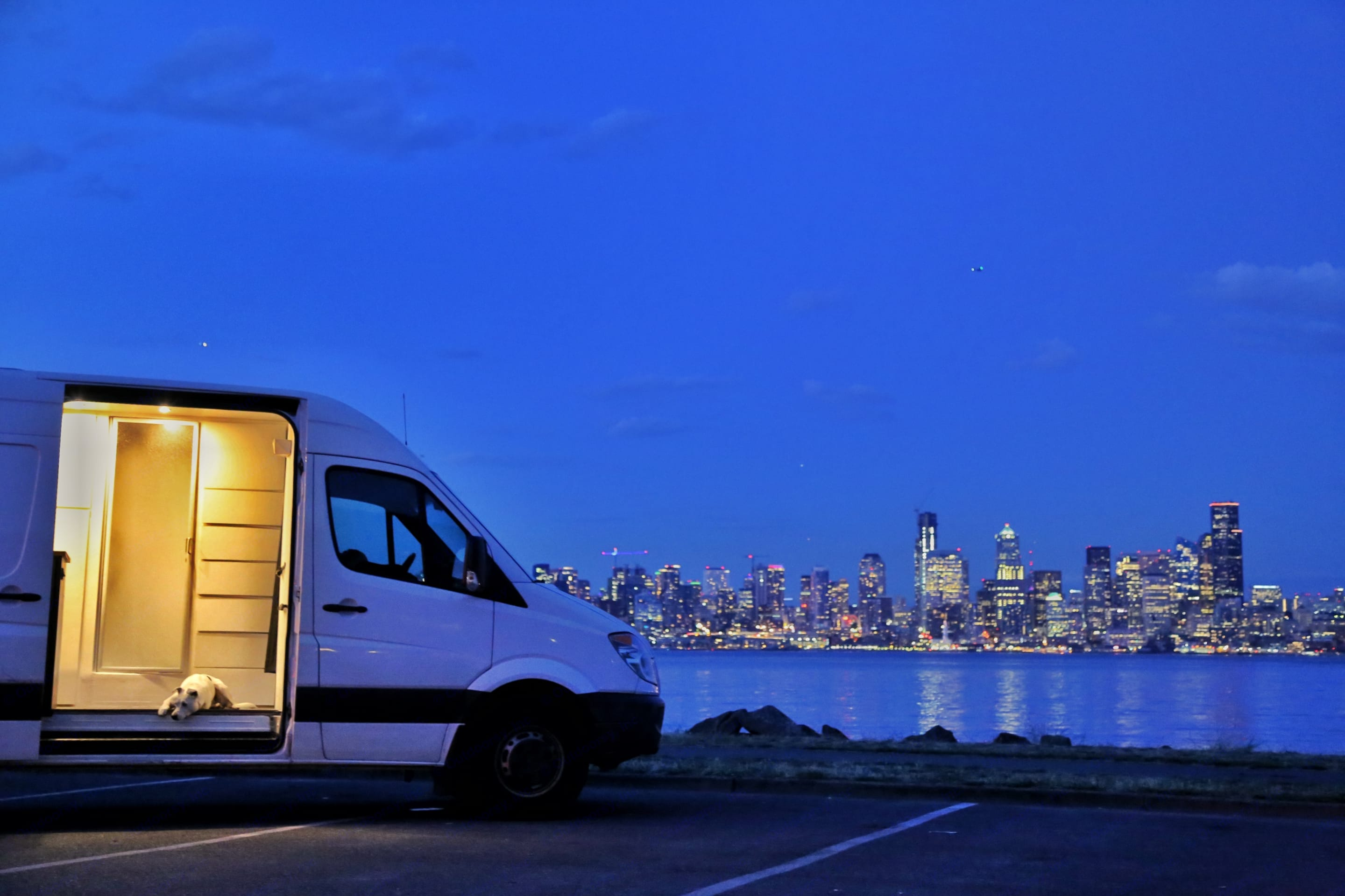 The only way to truly enjoy the Seattle area, big city and big nature all within easy reach. Mercedes-Benz Sprinter 2011