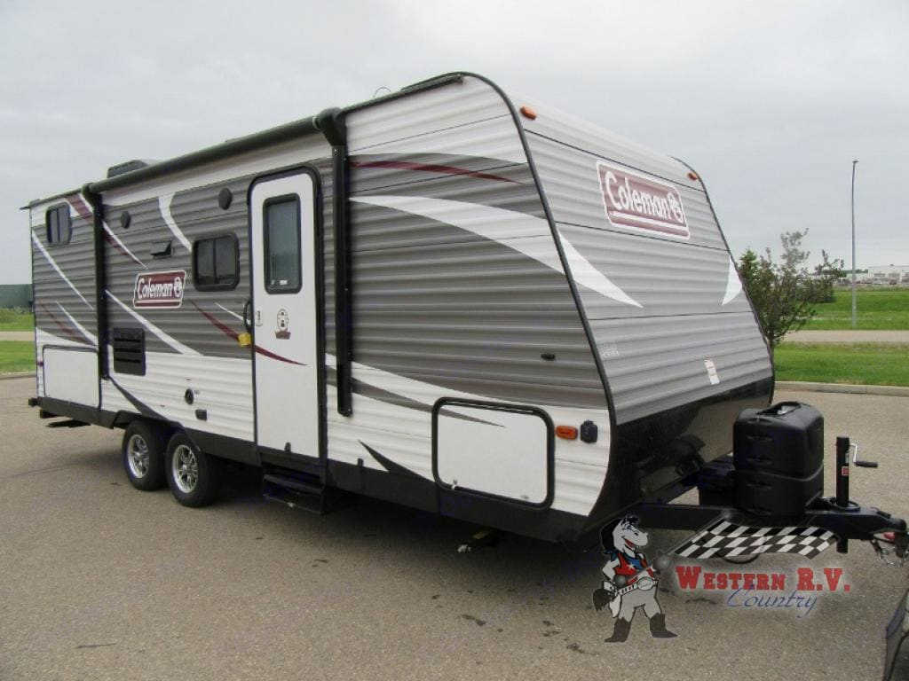 Dual propane tanks and electric awning. Coleman 215 BH 2018