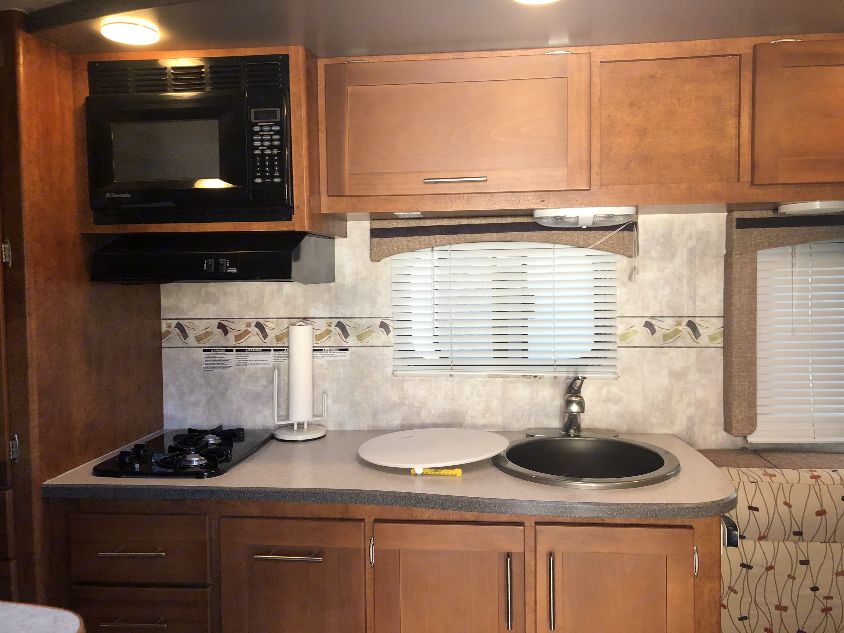 Stove include Pots ,toaster and microwave. Pacific Coachworks 21UDBH 2009