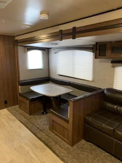 Large U-Shaped dining table makes into a bed.. Heartland Trail Runner 302 SLE 2018