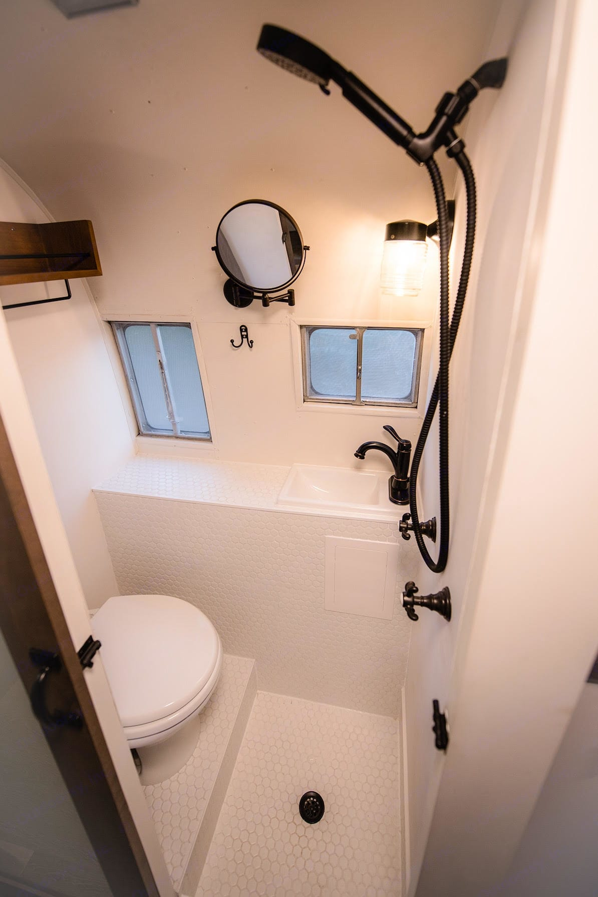 Half-bath (showers available in Blue Lake RV resort).. Airstream Flying Cloud 1954