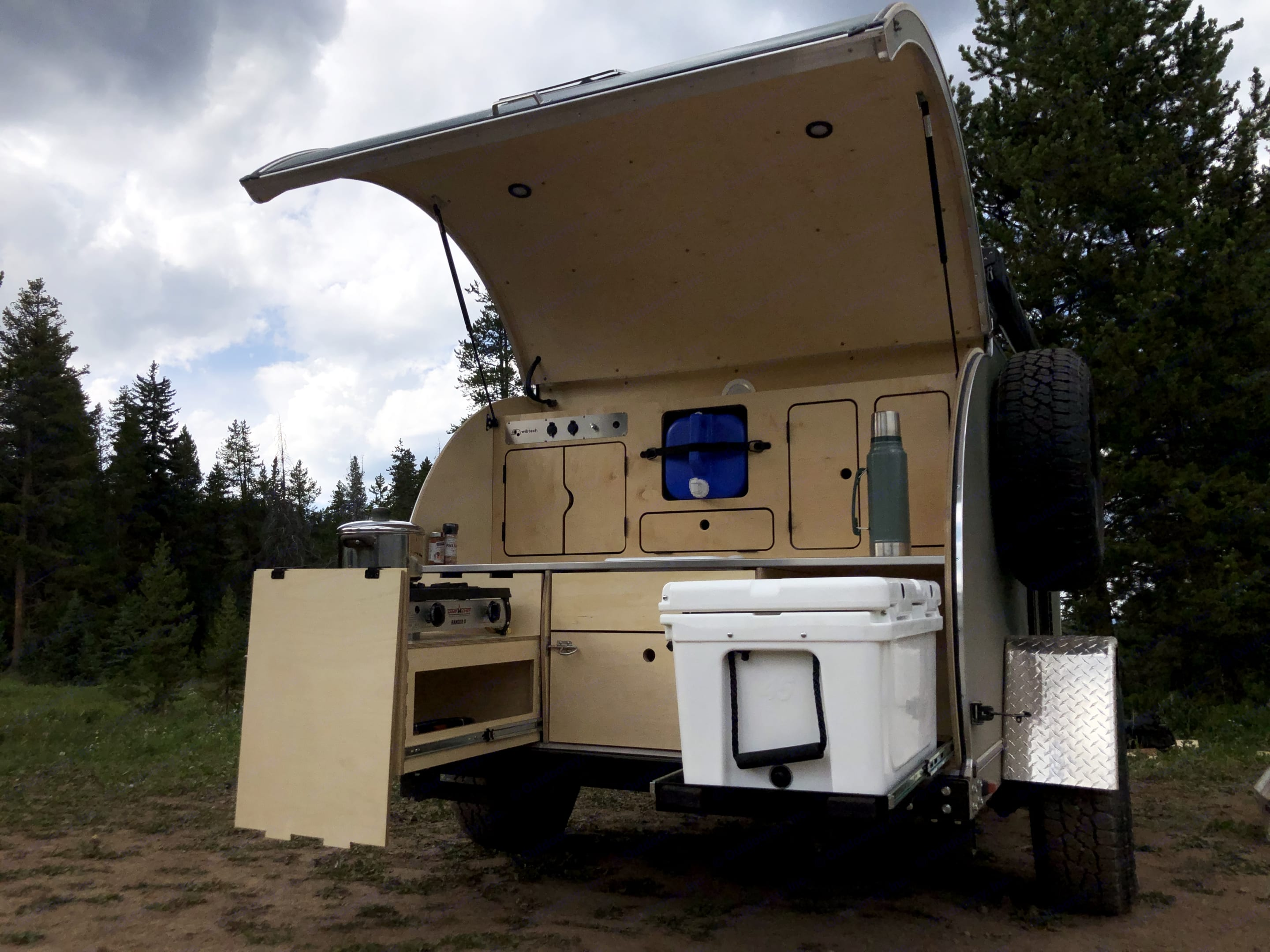 Once the hatch opens, you can see your Camp Chef stovetop ready to hook to the propane, great counter space, storage, and an awesome cooler ready to load up with your ingredients for cooking! . Wibtech Beta 2019