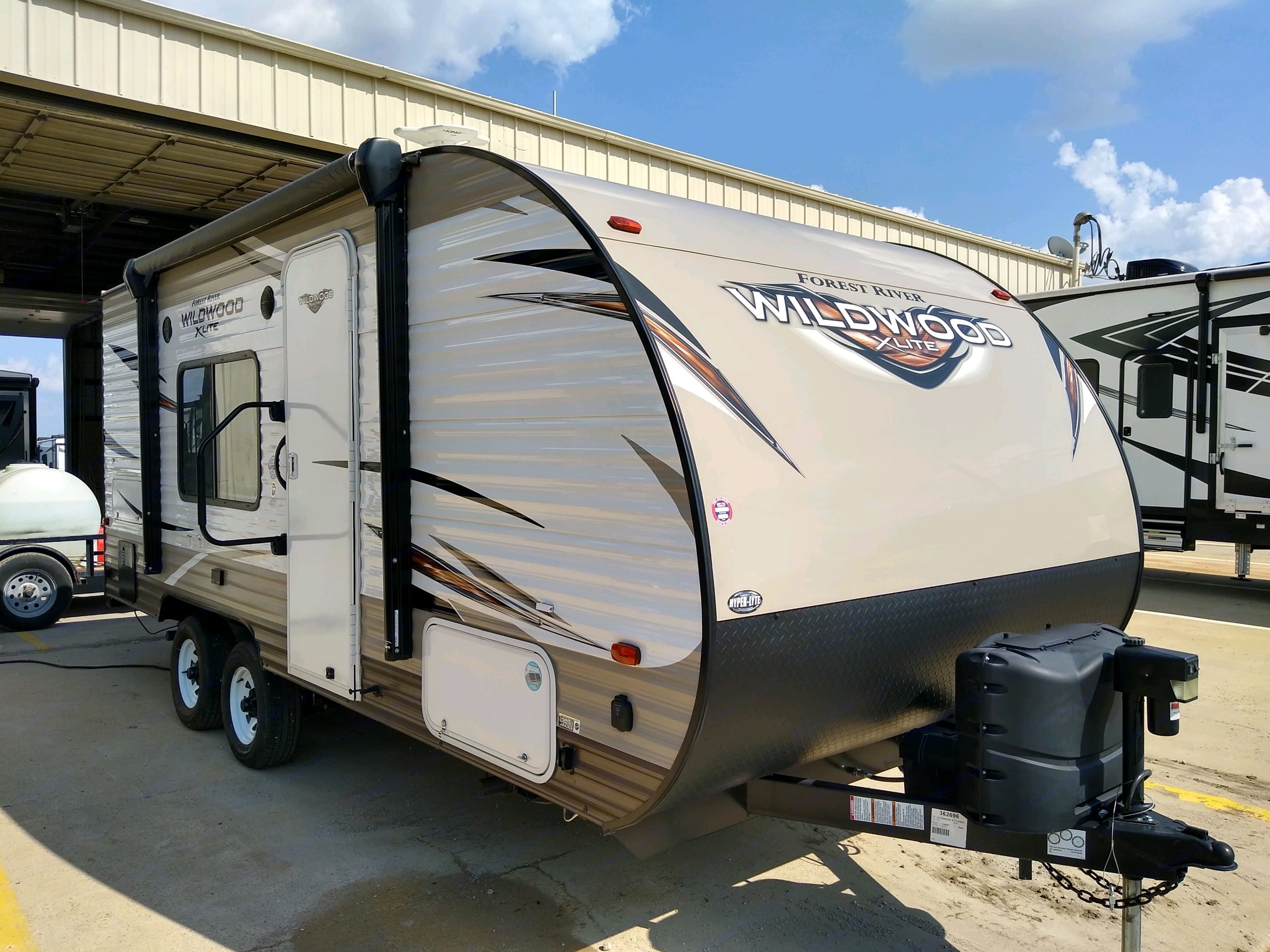 Great camper! Small but still has dual axel for easy and stable pulling. Easily pull behind a SUV Or 1/2 ton.. Forest River Wildwood X-Lite 2019