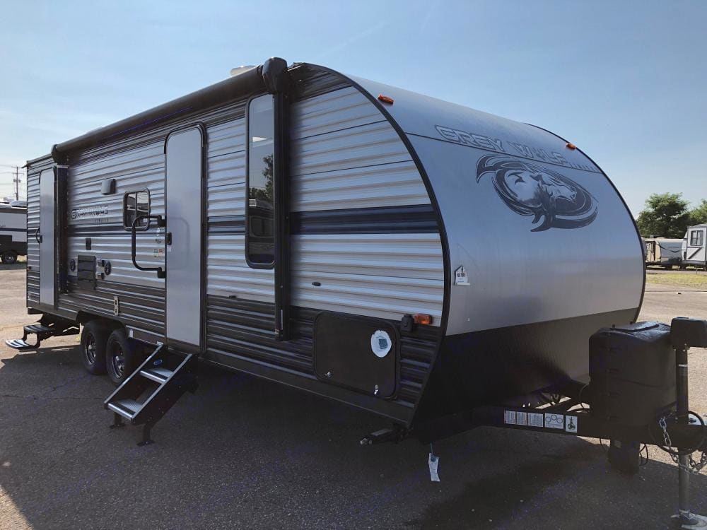 23 ft travel trailer!  Sleeps 6-8 comfortably!. Forest River Cherokee Grey Wolf 2019