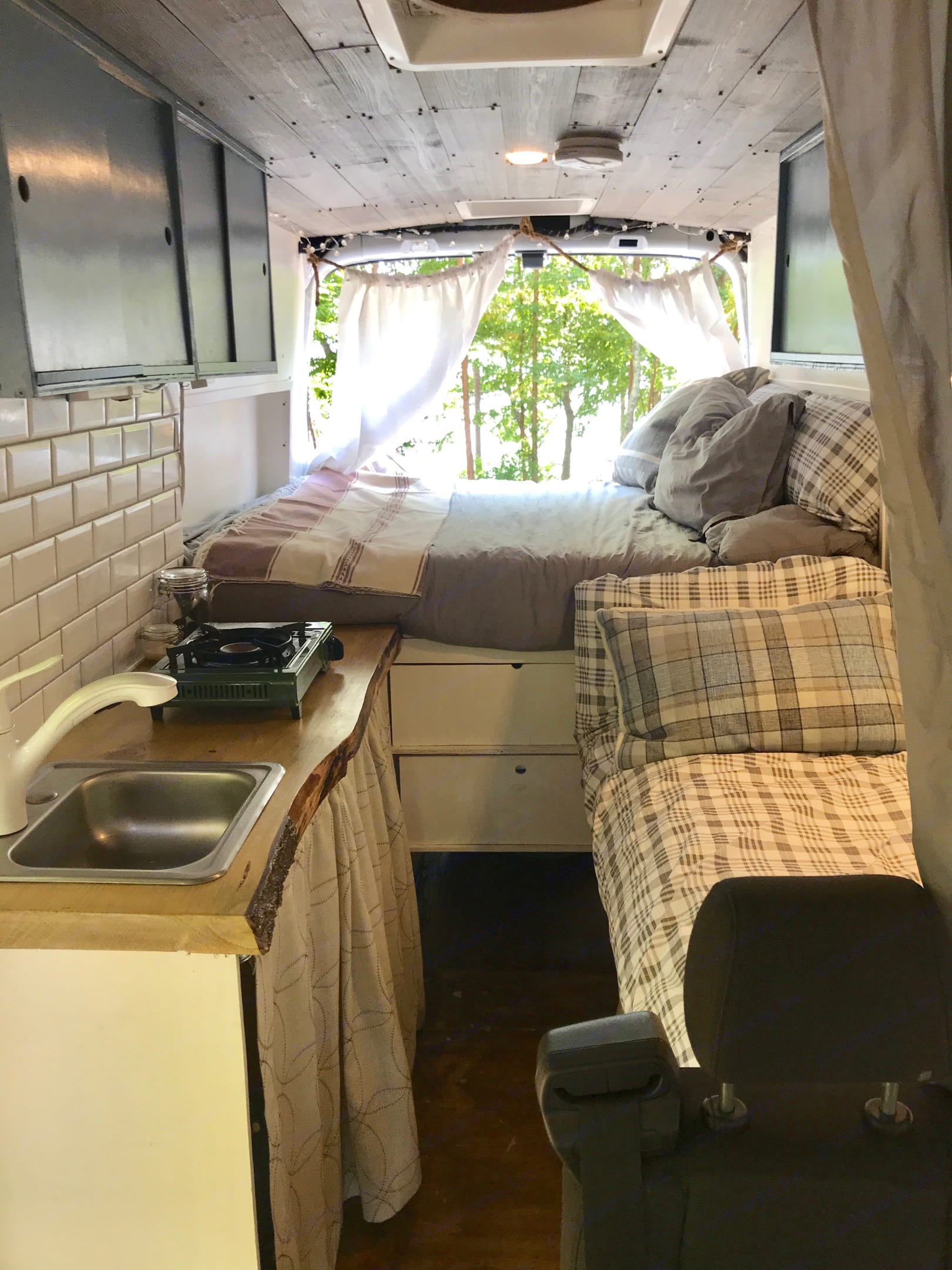 Fresh linens included. Ford TransitCustom 2017