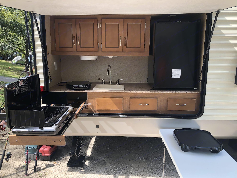 outdoor kitchen!. Coachmen Catalina 2016
