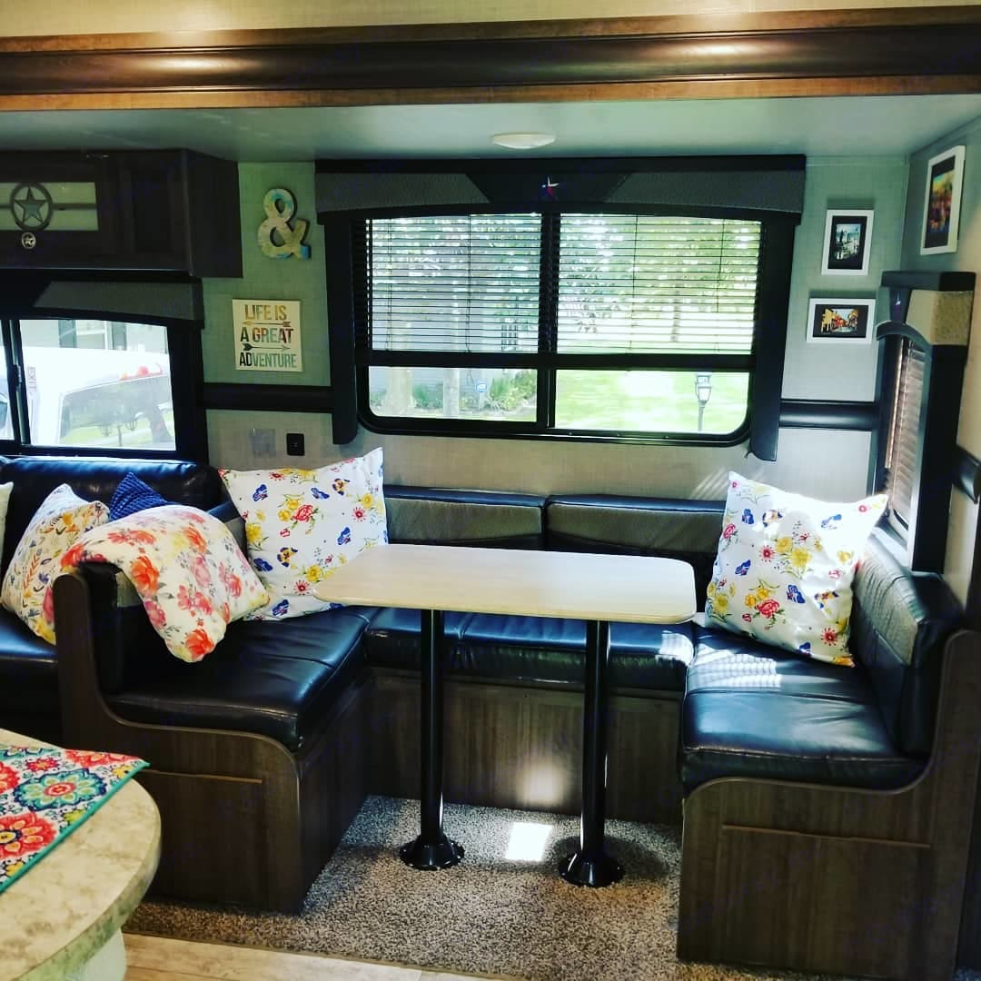 Dining area great for family meals or to play a board game. . Crossroads Longhorn 2018