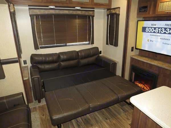 Living area . Keystone Volante 3801MD 2018