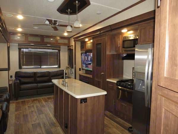 Kitchen, dinning, living areas . Keystone Volante 3801MD 2018