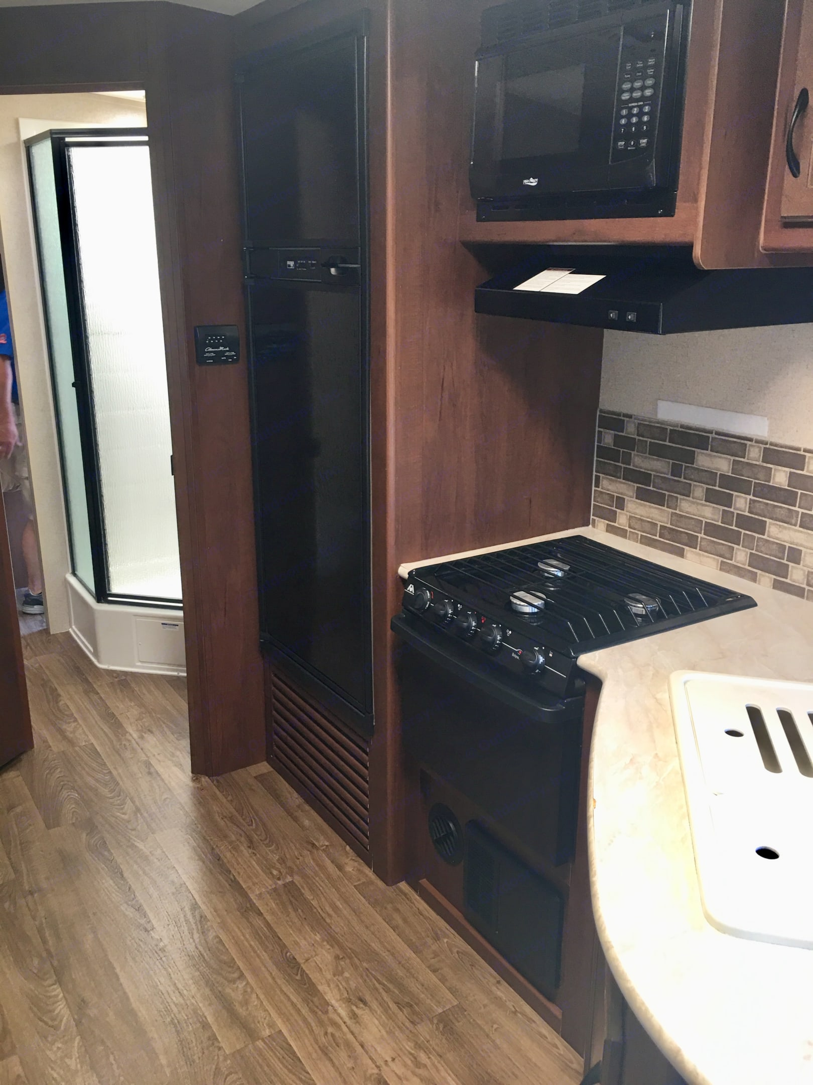 Stove, oven and refrigerator. Jayco White Hawk Ultra Lite 2015