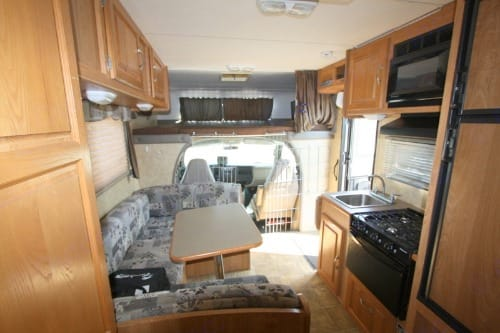 u-shape dinning table set which can be converted to a twin bed . Coachmen Freelander 2008