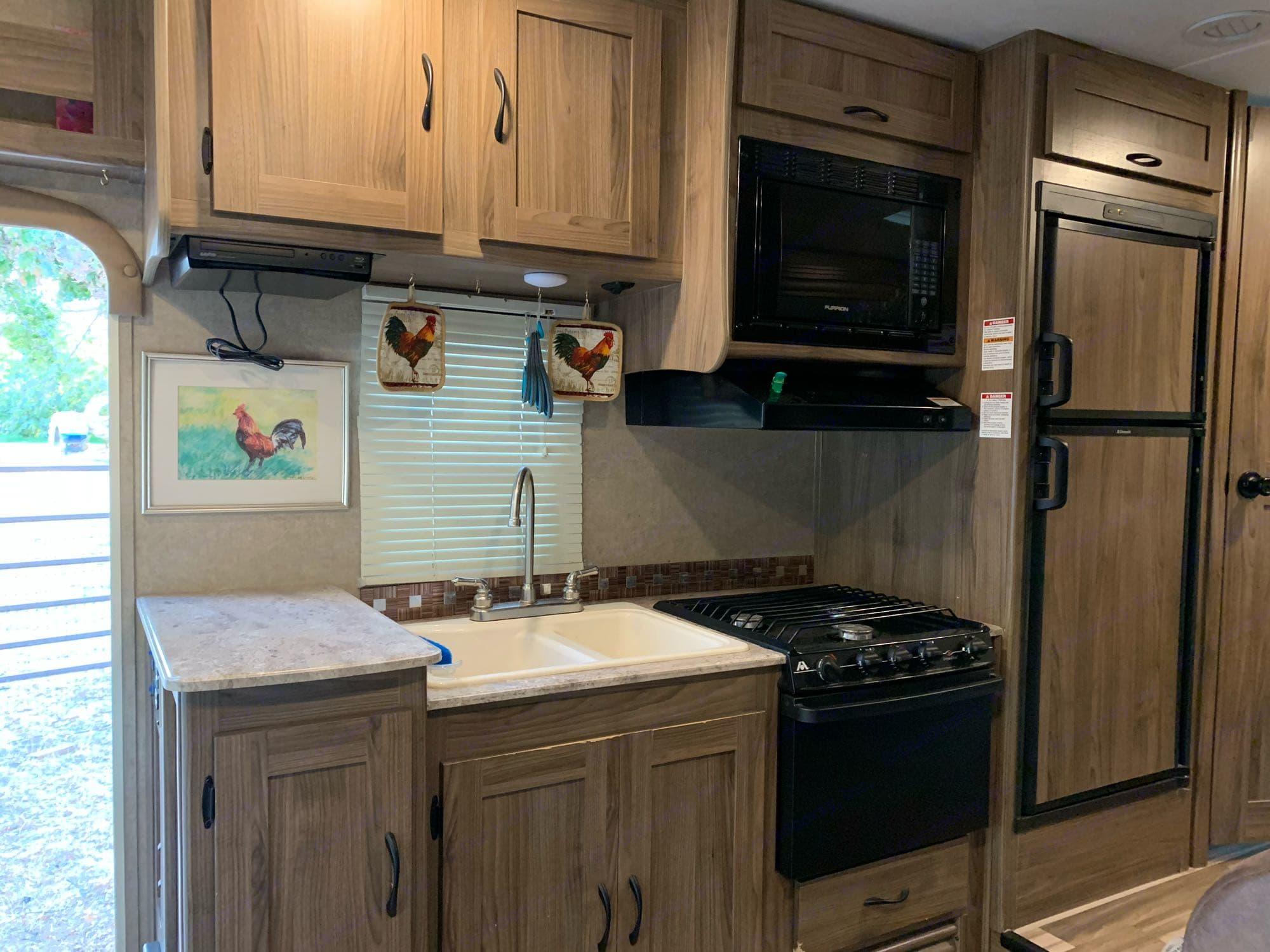 full kitchen and refrigerator. Coachmen Freelander 2016