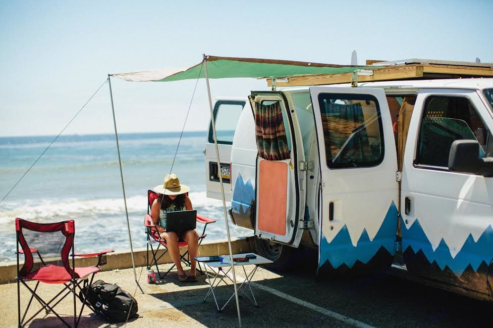 Relax, write and enjoy the shade by the beach.. Ford Econoline 150 2006