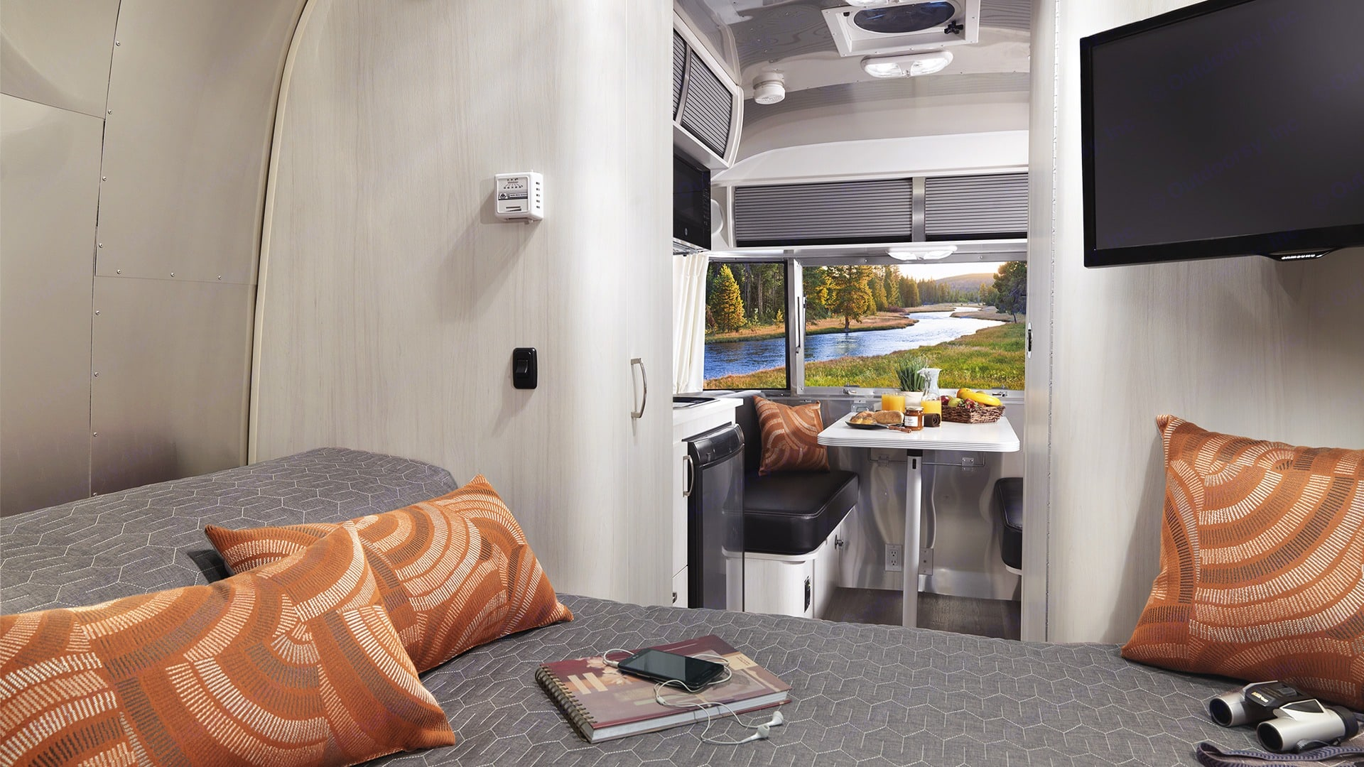 Sleep, watch a movie or relive the day's adventures in the cozy, pillow top memory foam mattress bed. Airstream Sport 2019
