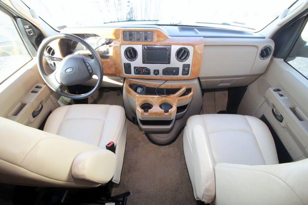cockpit. Itasca Cambria 2011