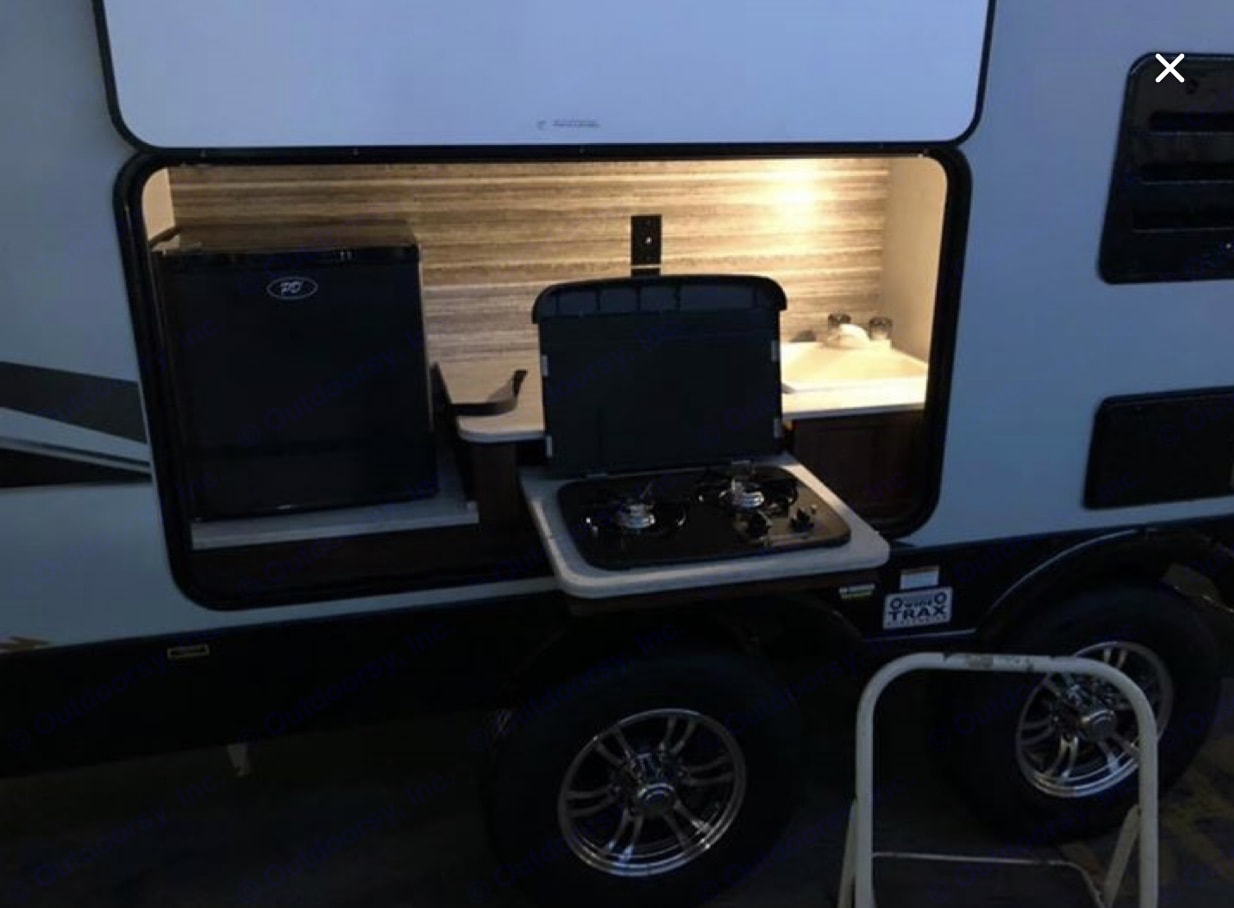 Outdoor stove,sink and fridge. Heartland Wilderness 2018