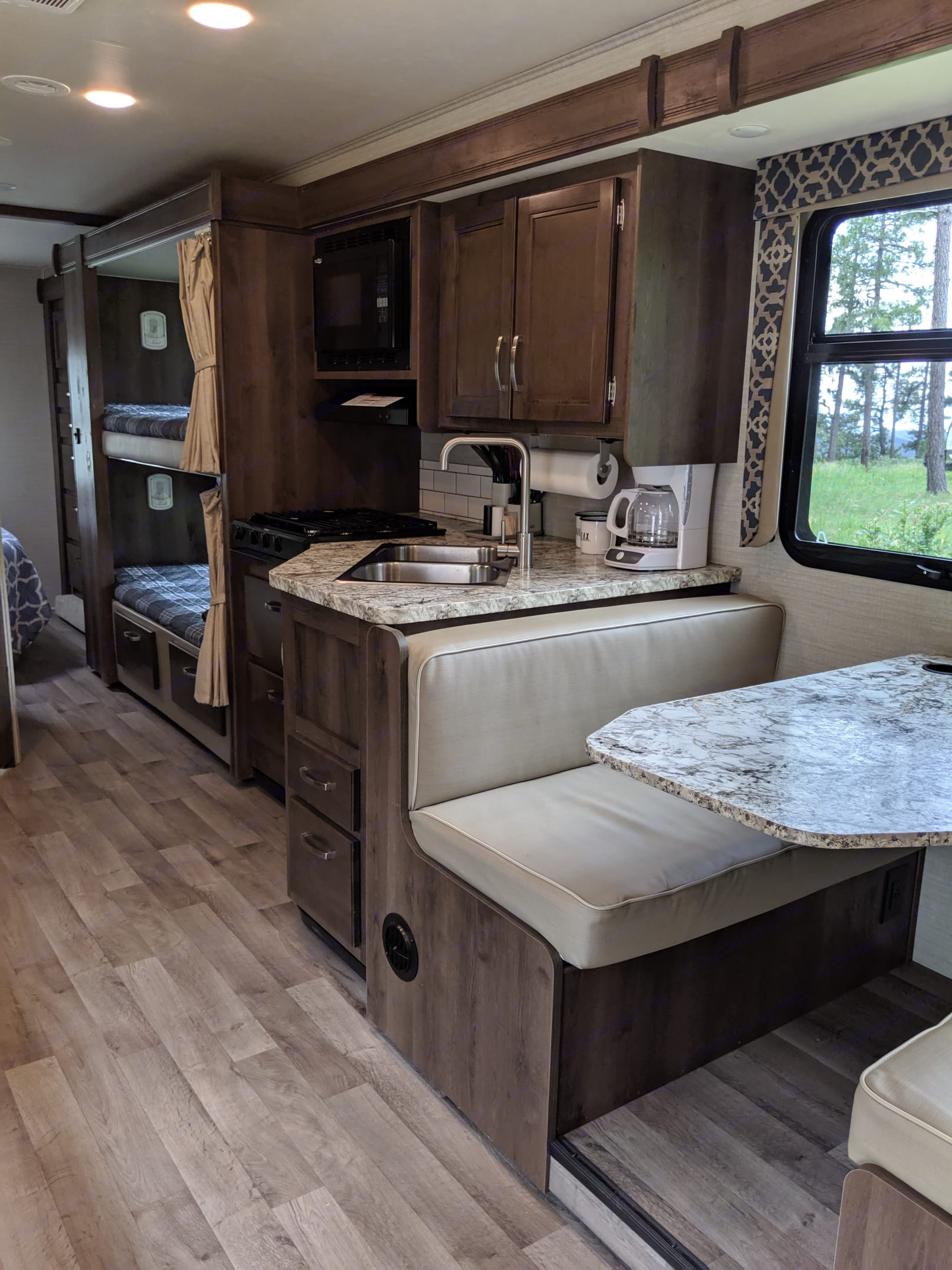 Dining booth with an extra sleeping option. Jayco Redhawk 2019