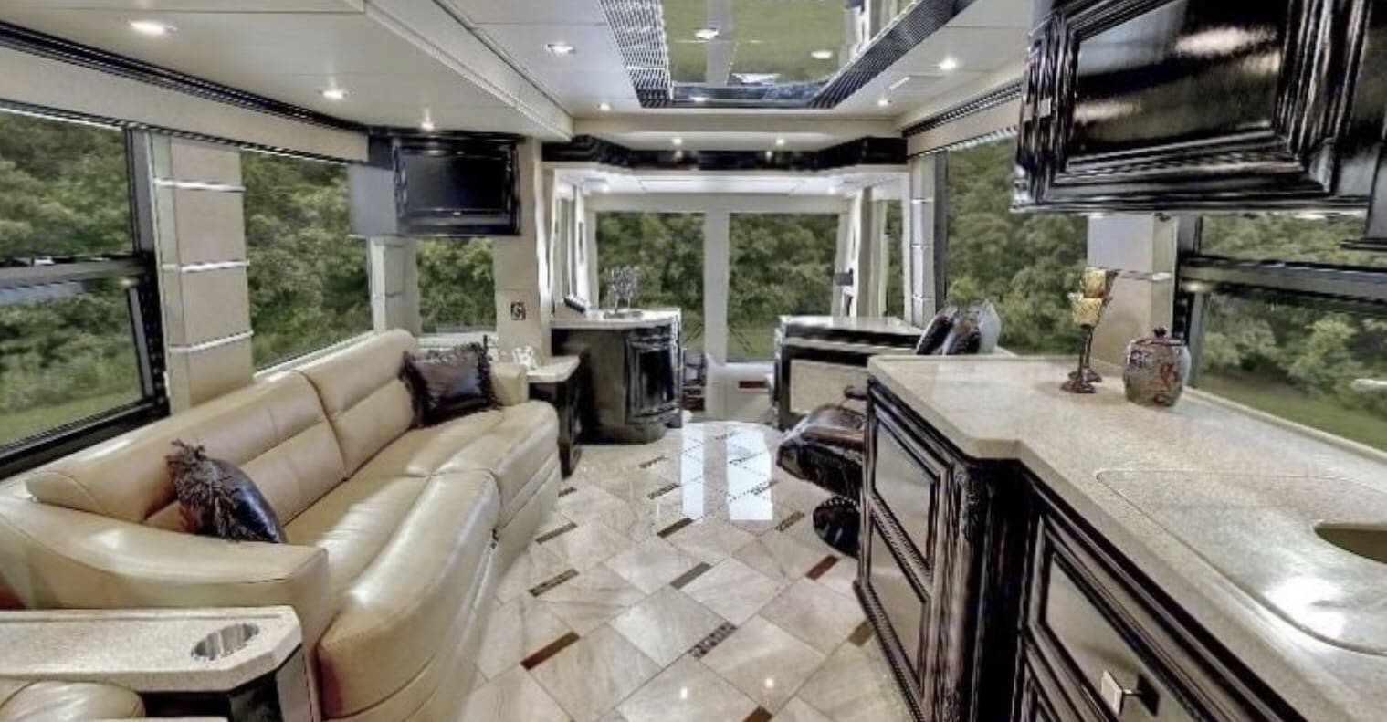 Prevost Outlaw HE-45 2011