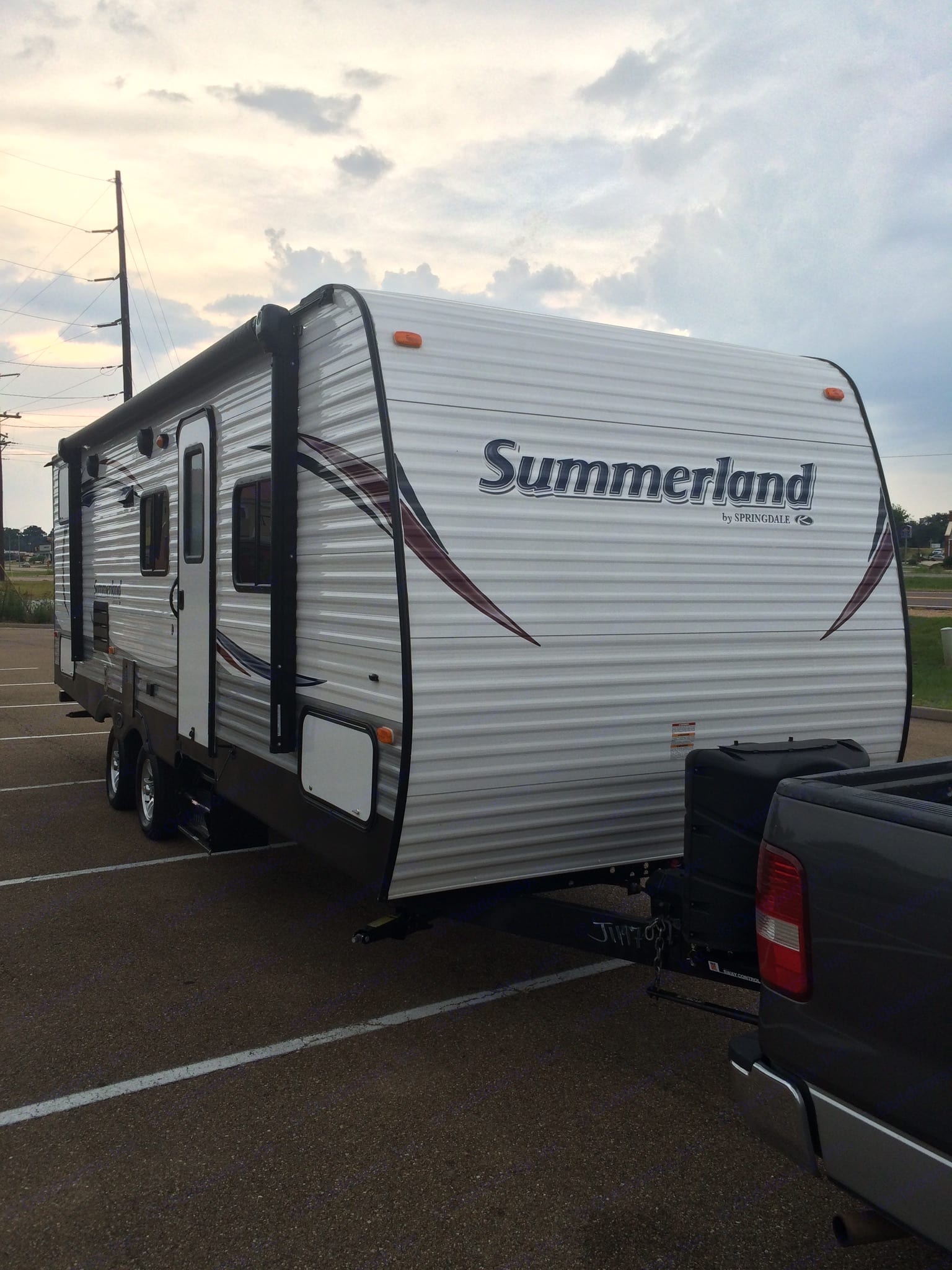 Exterior view — ready for adventure!. Keystone Summerland 2015
