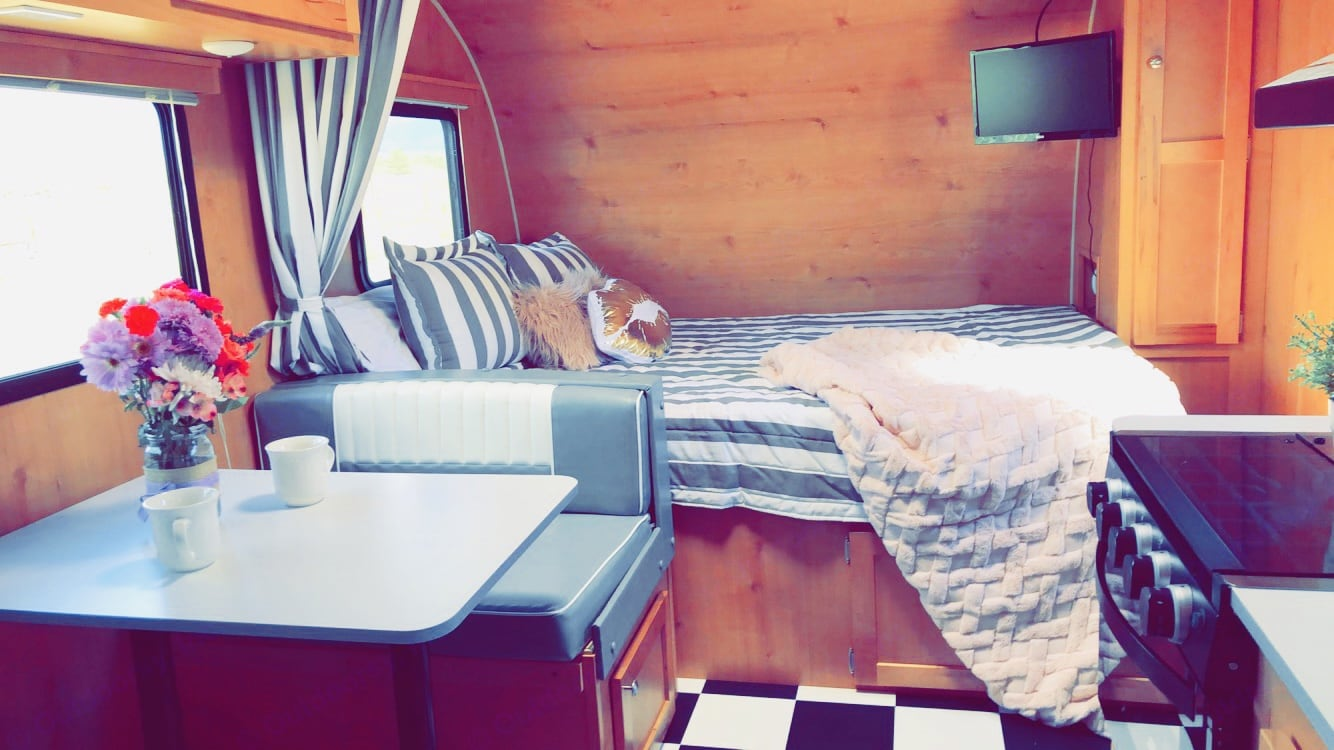 Queen bed and dinette . Riverside Rv Retro 2019