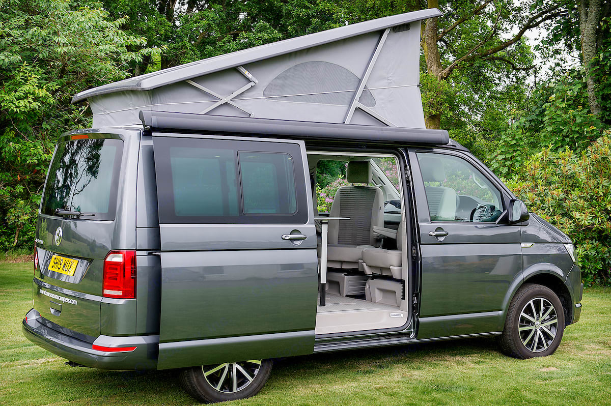 Our VW California Ocean has a sliding door on the driver side and a pop up roof housing a second double bed. Volkswagen Jobl Kampa 2018