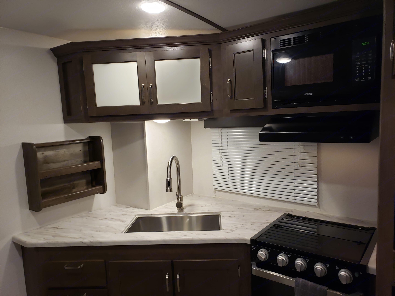 Kitchen. Keystone Passport 2600 BHWE 2020