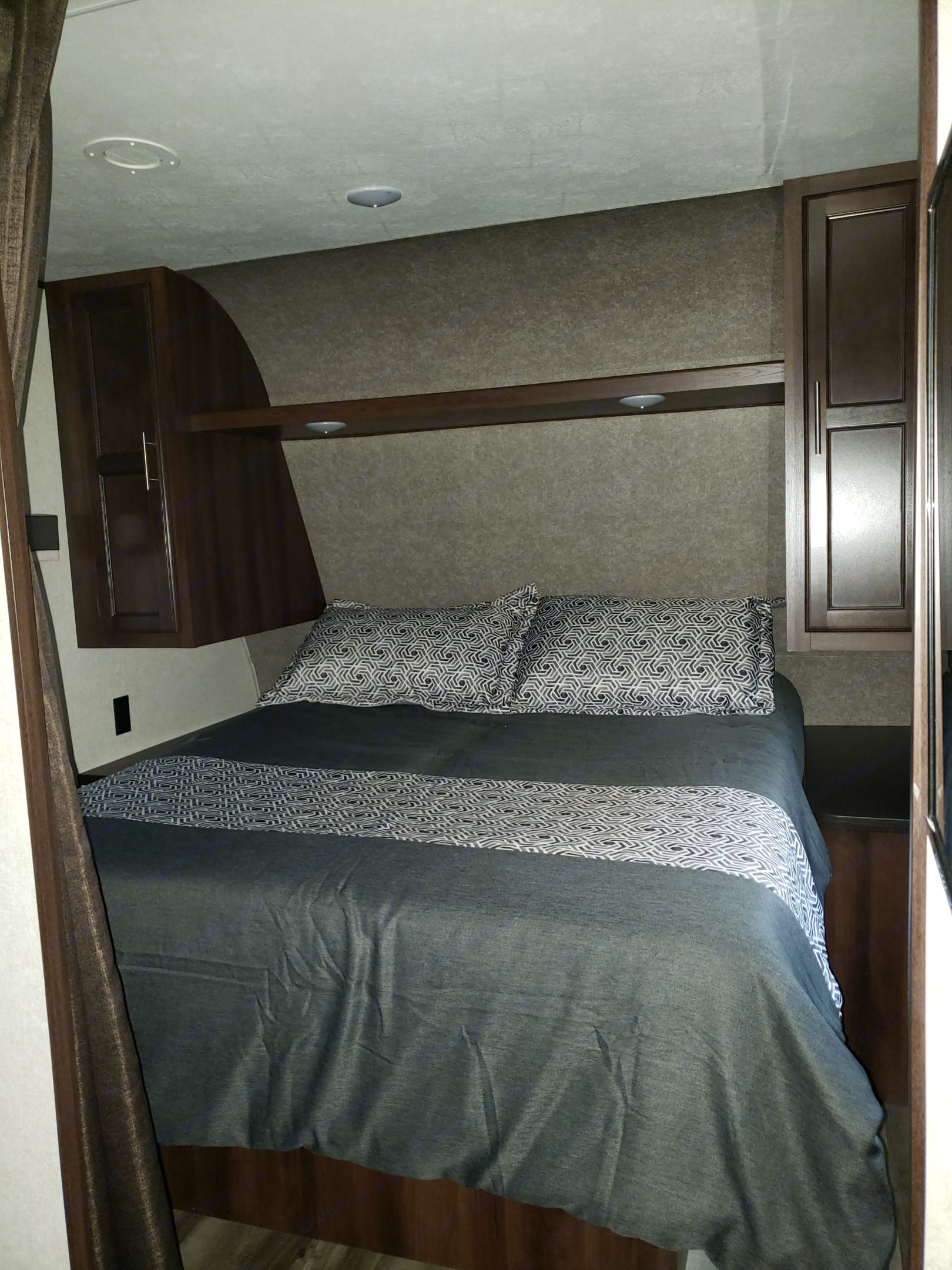 Complete with memory foam matress topper for superior comfort!. Jayco Flight 2019