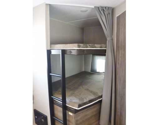 two full-size bunks. Dutchmen Aspen Trail 2020
