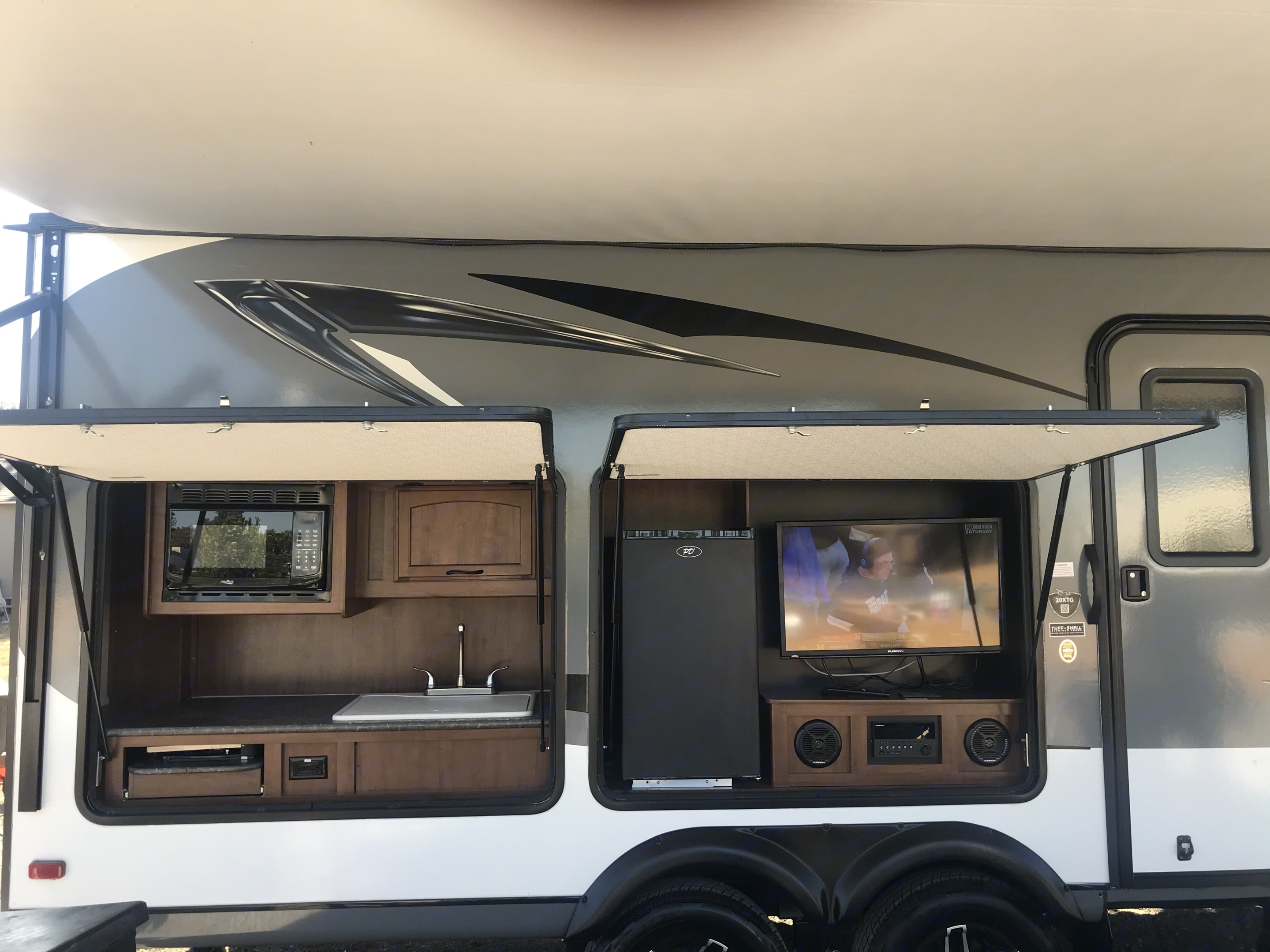 Outdoor kitchen and entertainment system . Jayco Jay Feather M-20XTG 2016
