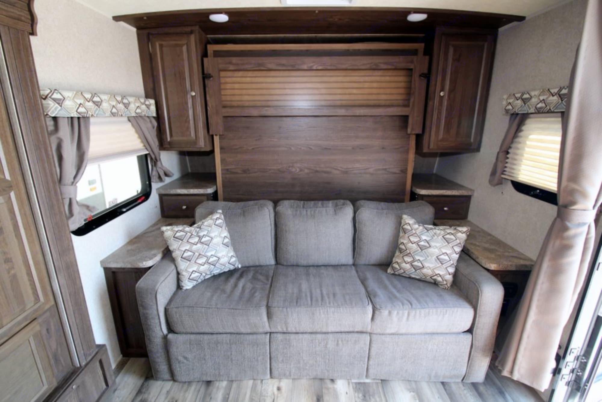 Couch. Flagstaff Micro Lite 25KS 2017