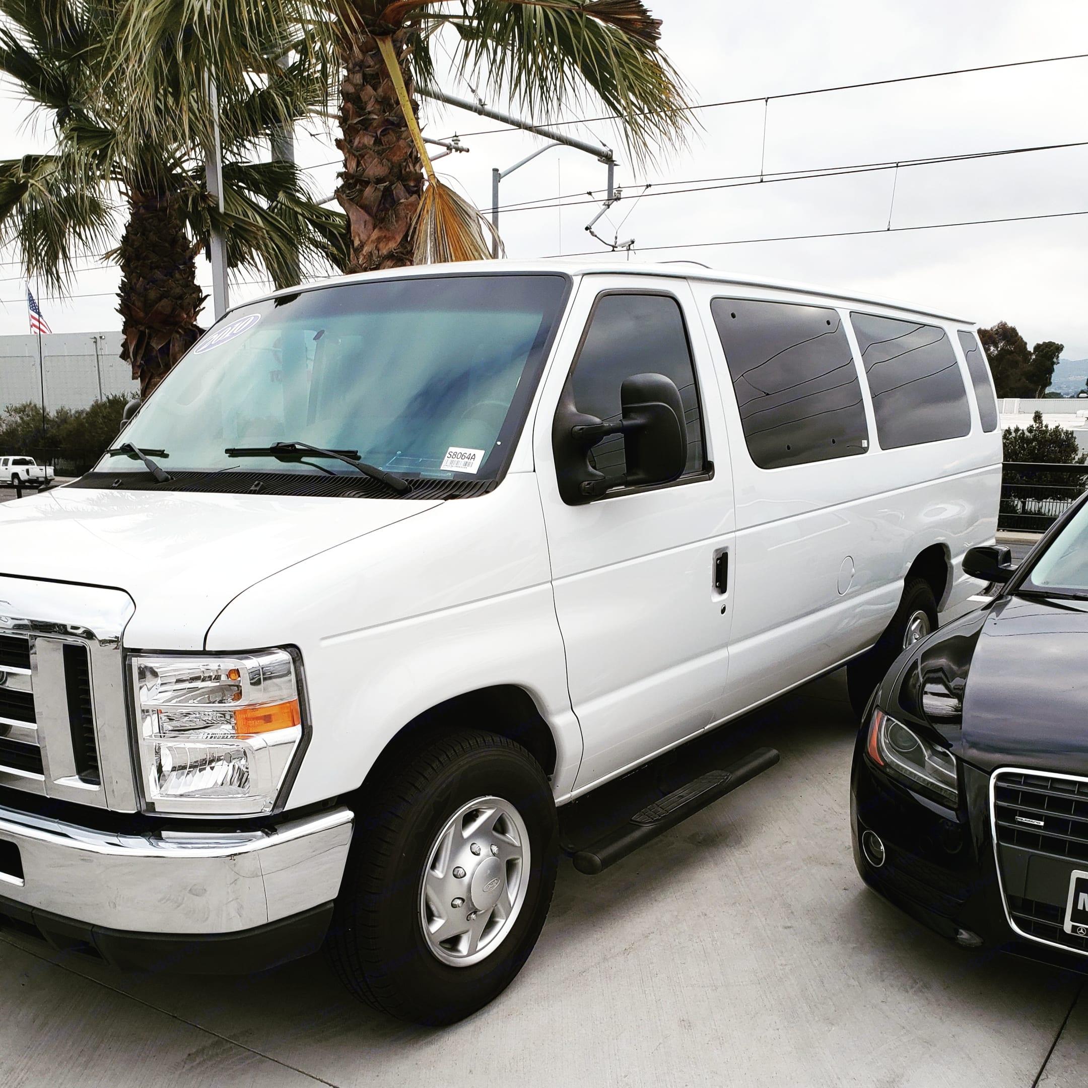 Ford Econoline Club Wagon 2010
