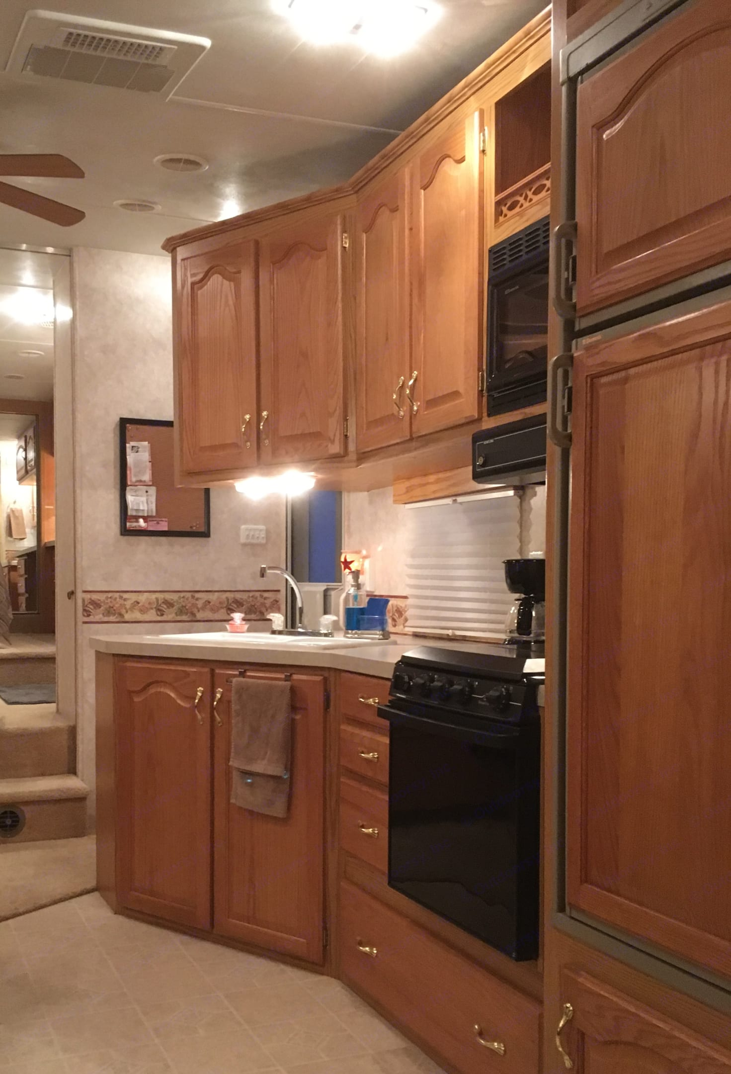 Kitchen area with double sink, ample storage, 3-burner gas stove with gas oven, and microwave. Coffee maker and blender included for guest convenience.. Nu Wa 32.5rlbg Hitchhiker Ii 2003