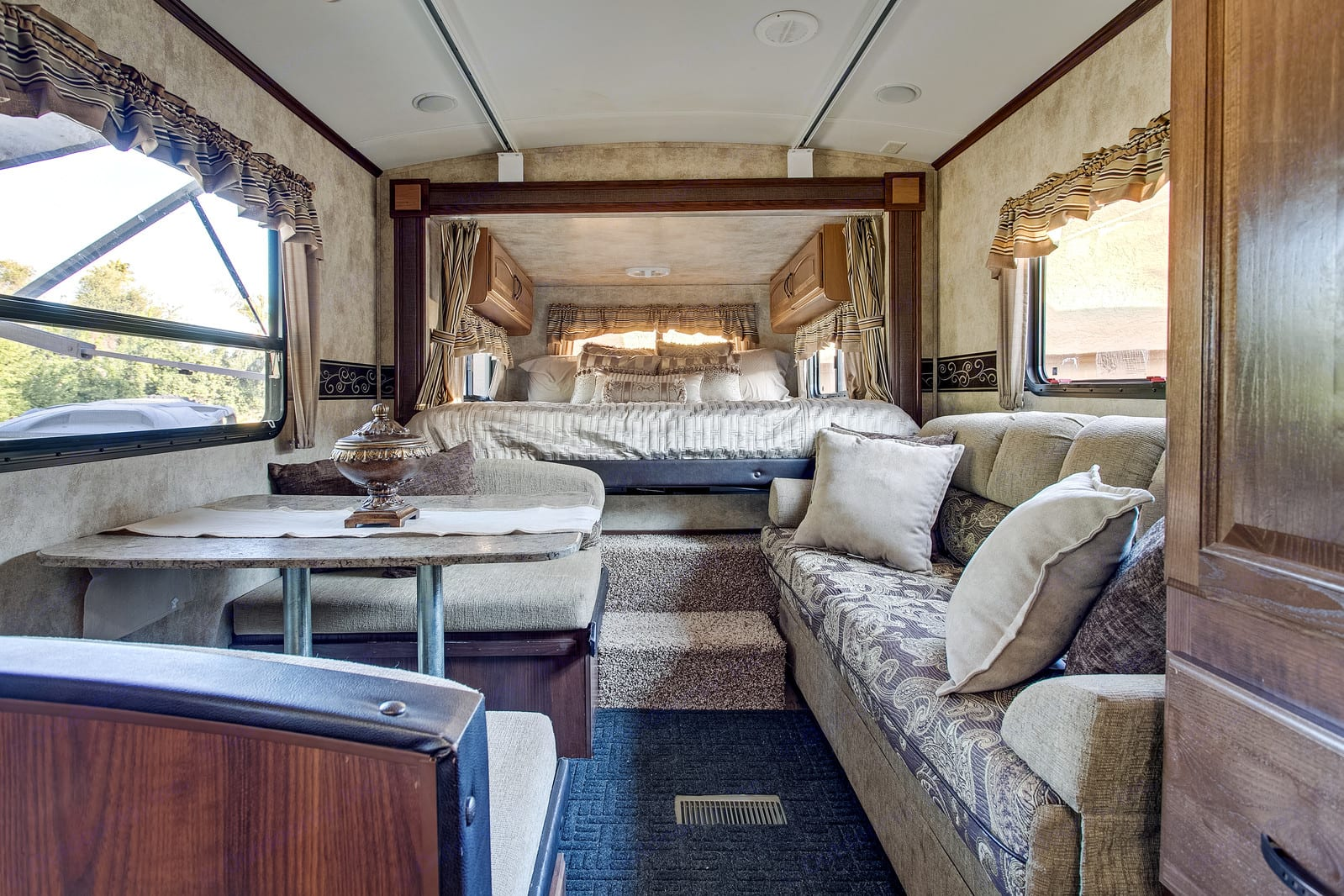 King Size bed with dinette (converts to sleeper) and sleeper sofa. Keystone Outback 2013
