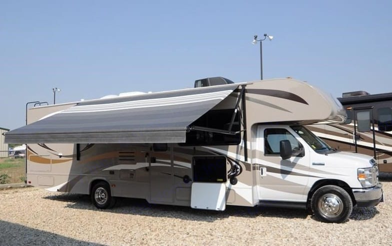 Awning & Entertainment. Thor Motor Coach Four Winds 2014
