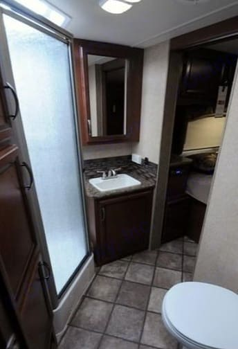 Bathroom. Thor Motor Coach Four Winds 2014